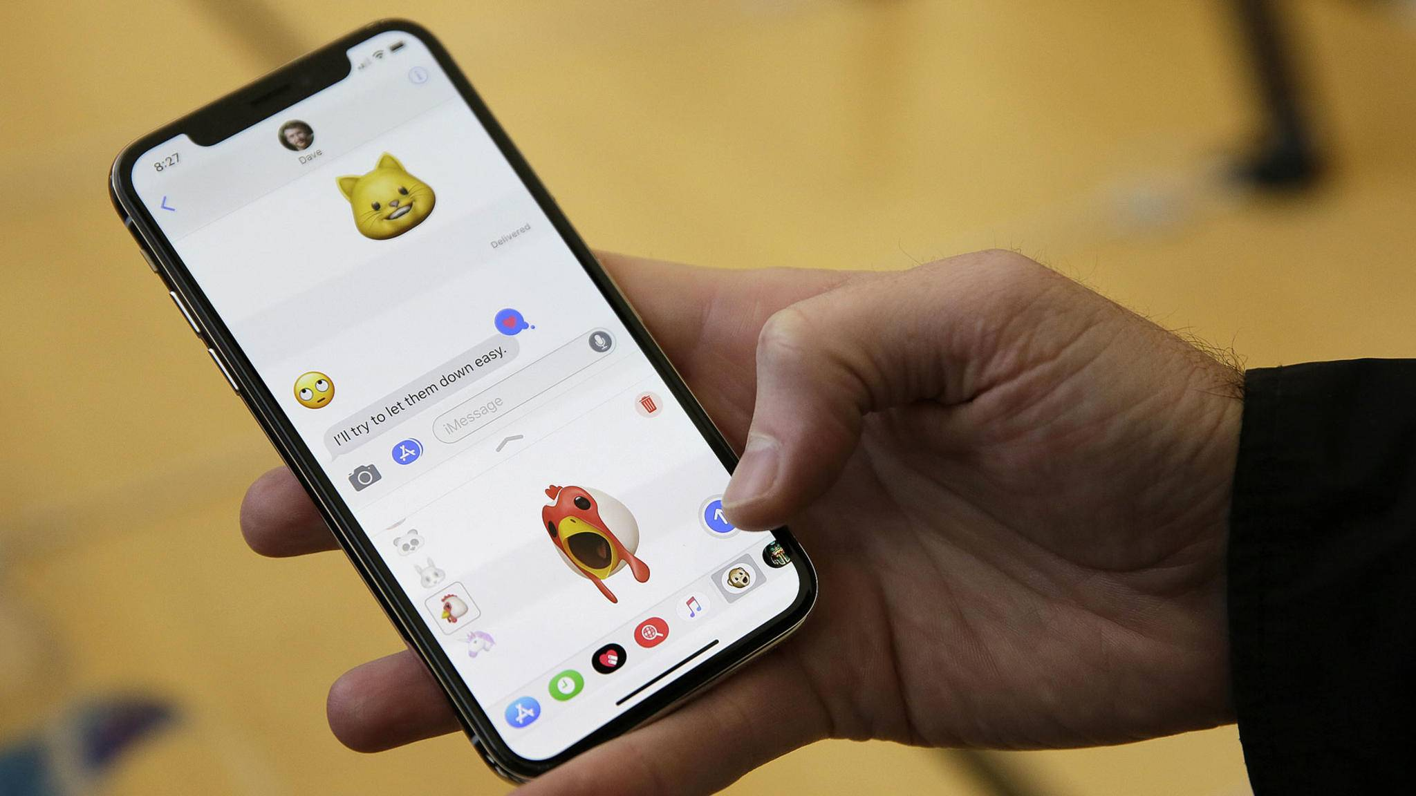 Animojis lassen sich nicht nur per iMessage verschicken, sondern auch per WhatsApp.