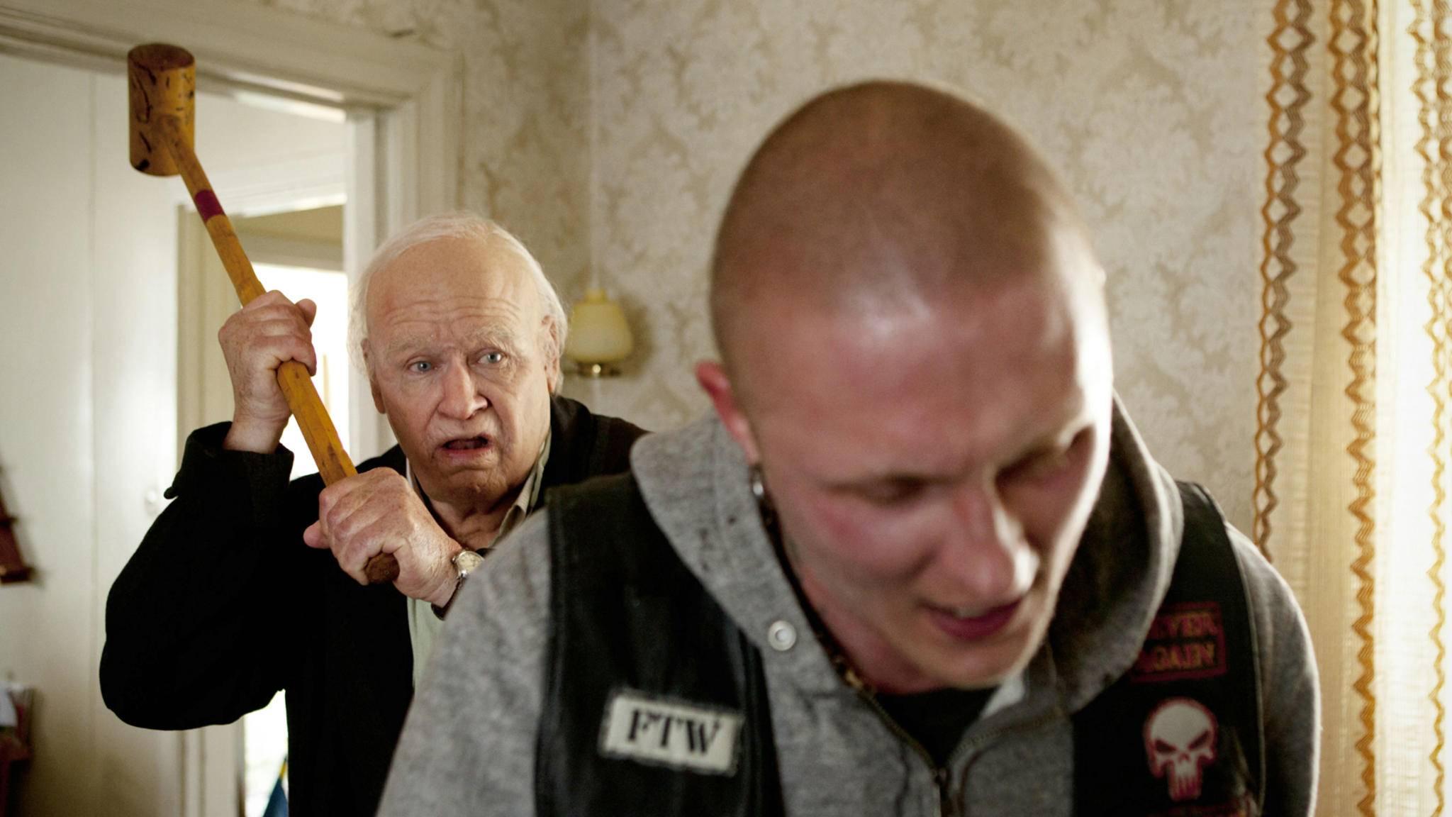"""Schräger Humor zeichnet viele schwedische Filme wie hier """"Der Hundertjährige, der aus dem Fenster stieg und verschwand """"aus."""