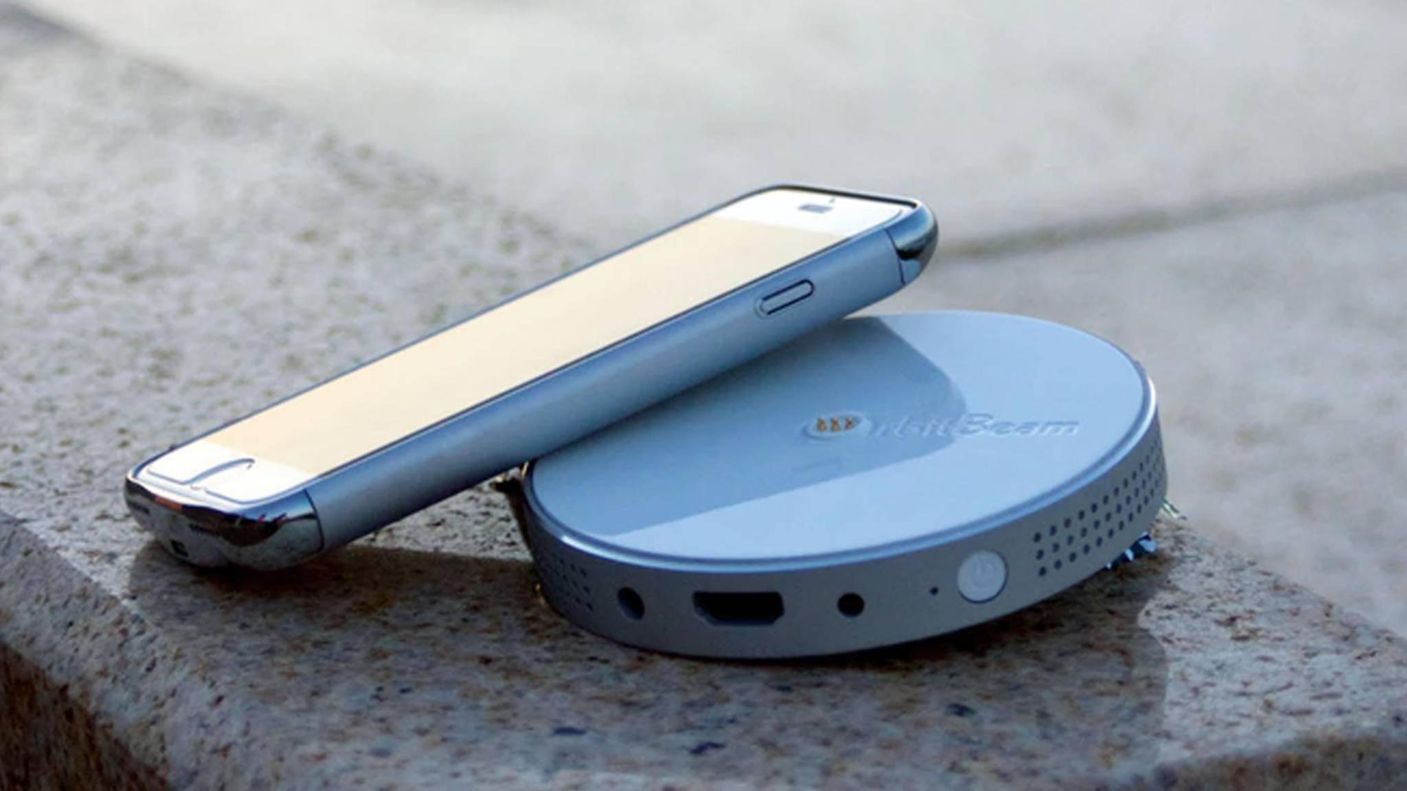 OrbitBeam ist ein kompakter Beamer plus Akkugehäuse fürsiPhone.