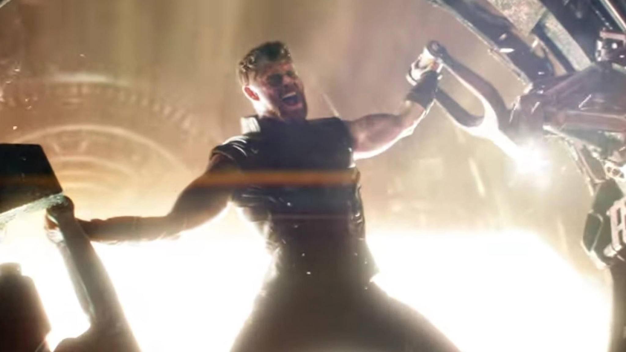 """Erschafft Thor im Trailer zu """"Avengers: Infinity War"""" seine neue Waffe?"""