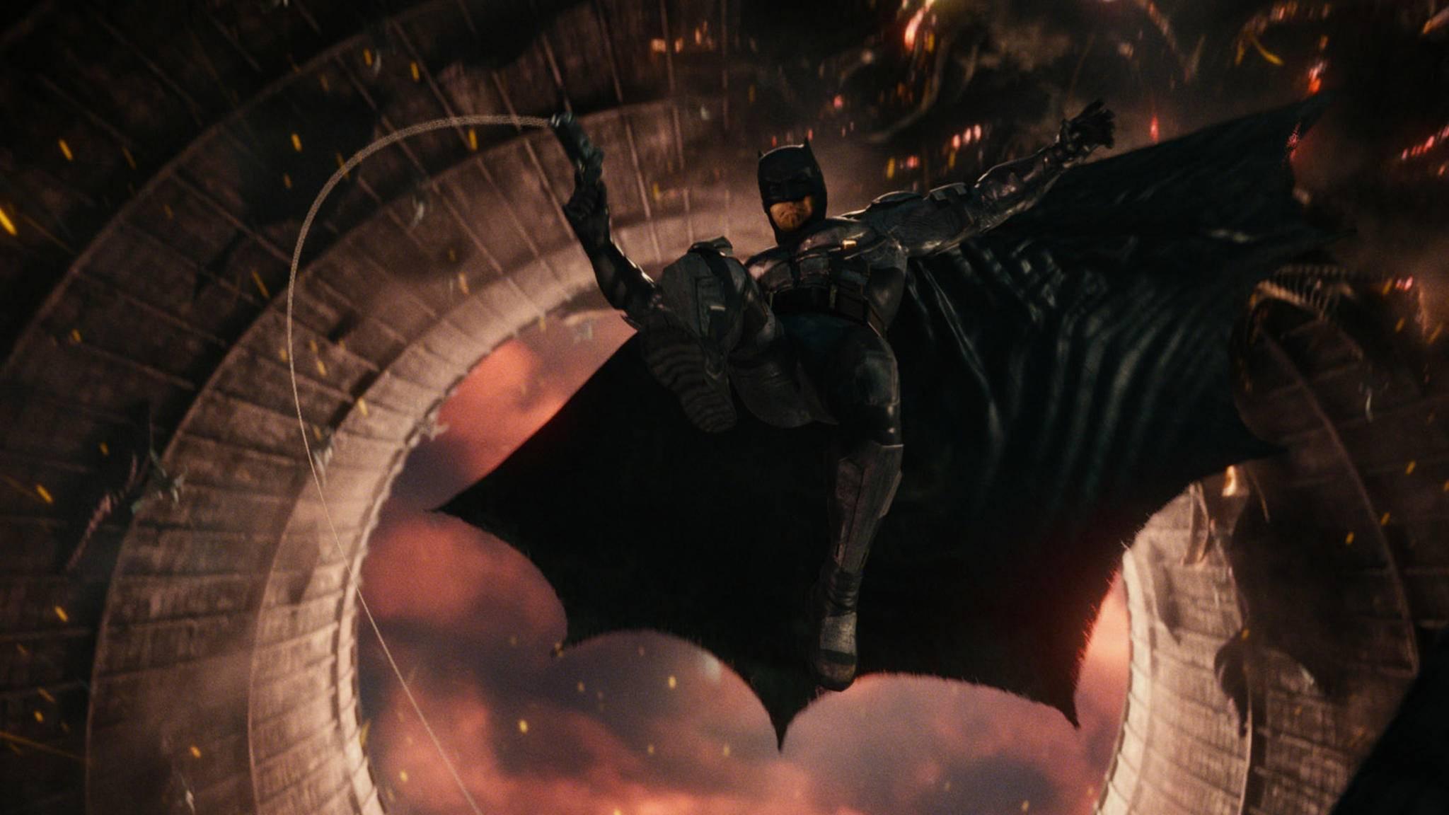 Bald segelt Robert Pattinson im Batsuit heran!