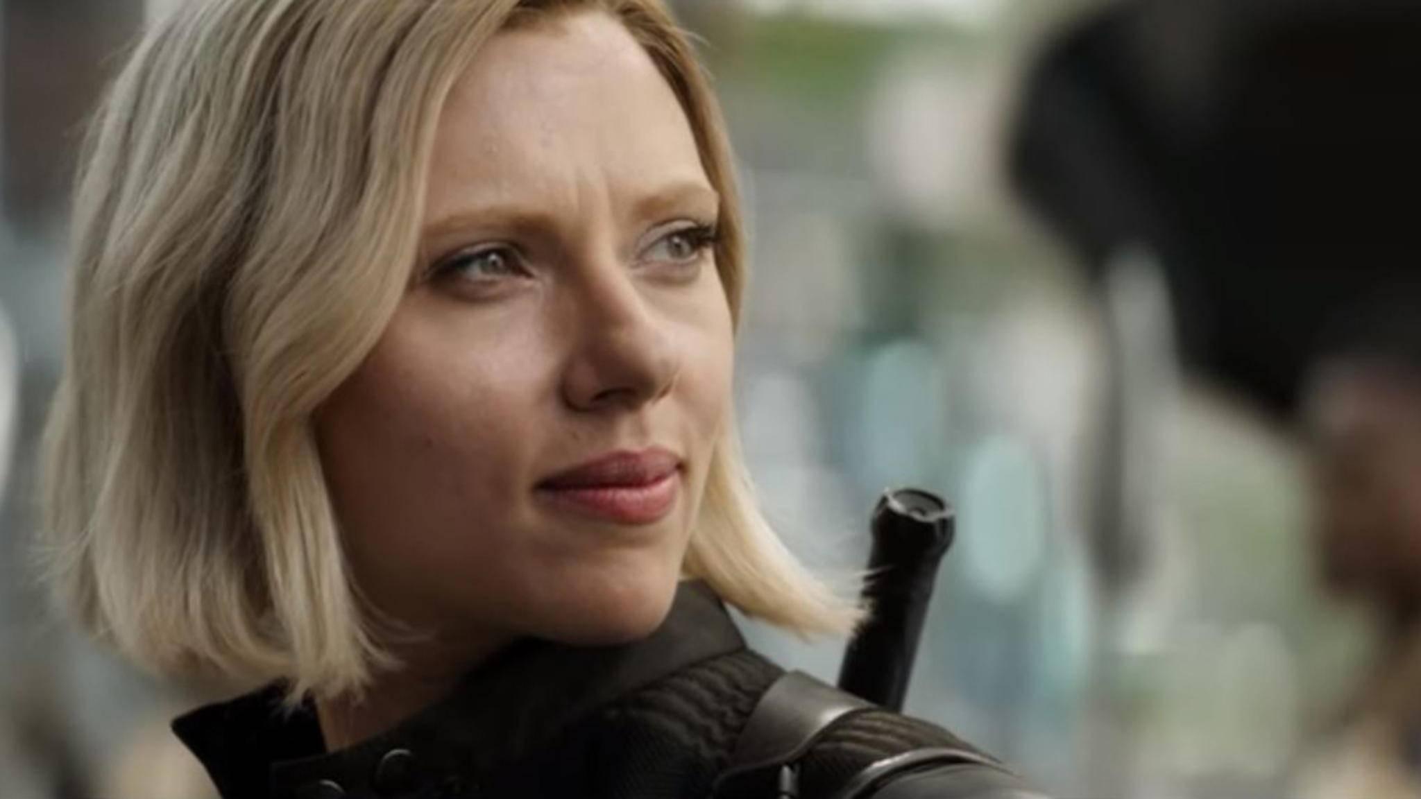Black Widow zeigt sich mit neuer Haarfarbe.