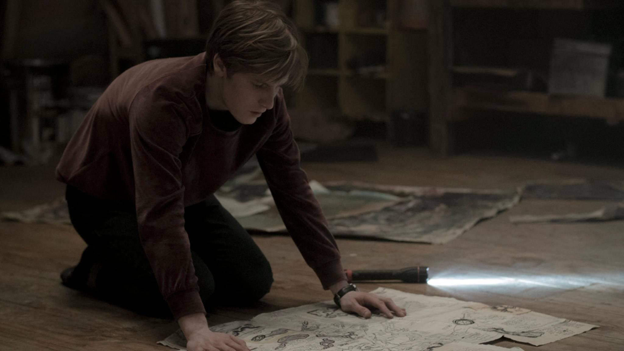 """Ob Jonas in Staffel 2 von """"Dark"""" den dunklen Geheimnissen in Winden auf die Schliche kommt?"""