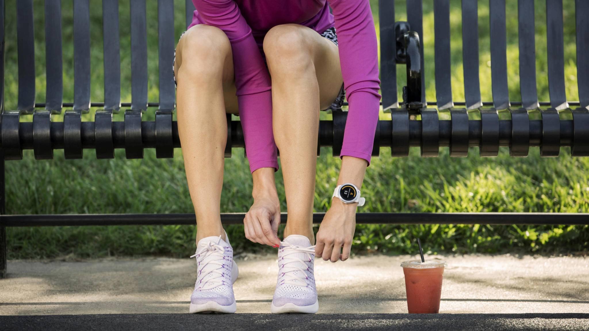 Turnschuhe geschnürt und die Multisport-Smartwatch vívoactive 3 von Garmin am Handgelenk – und das Training kann losgehen.