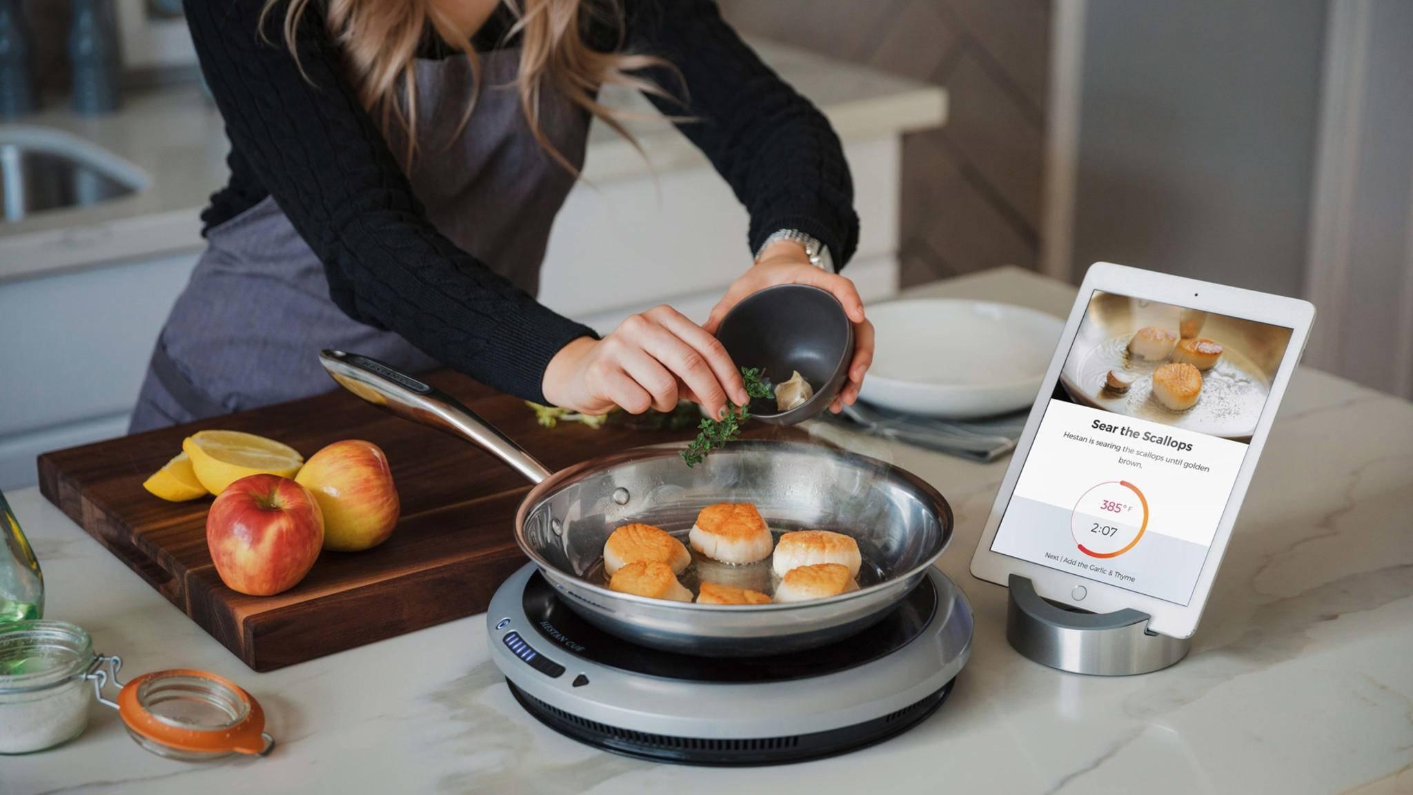 Smarte Kochsysteme wie Hestan Cue machen selbst Laien zu Meisterköchen.