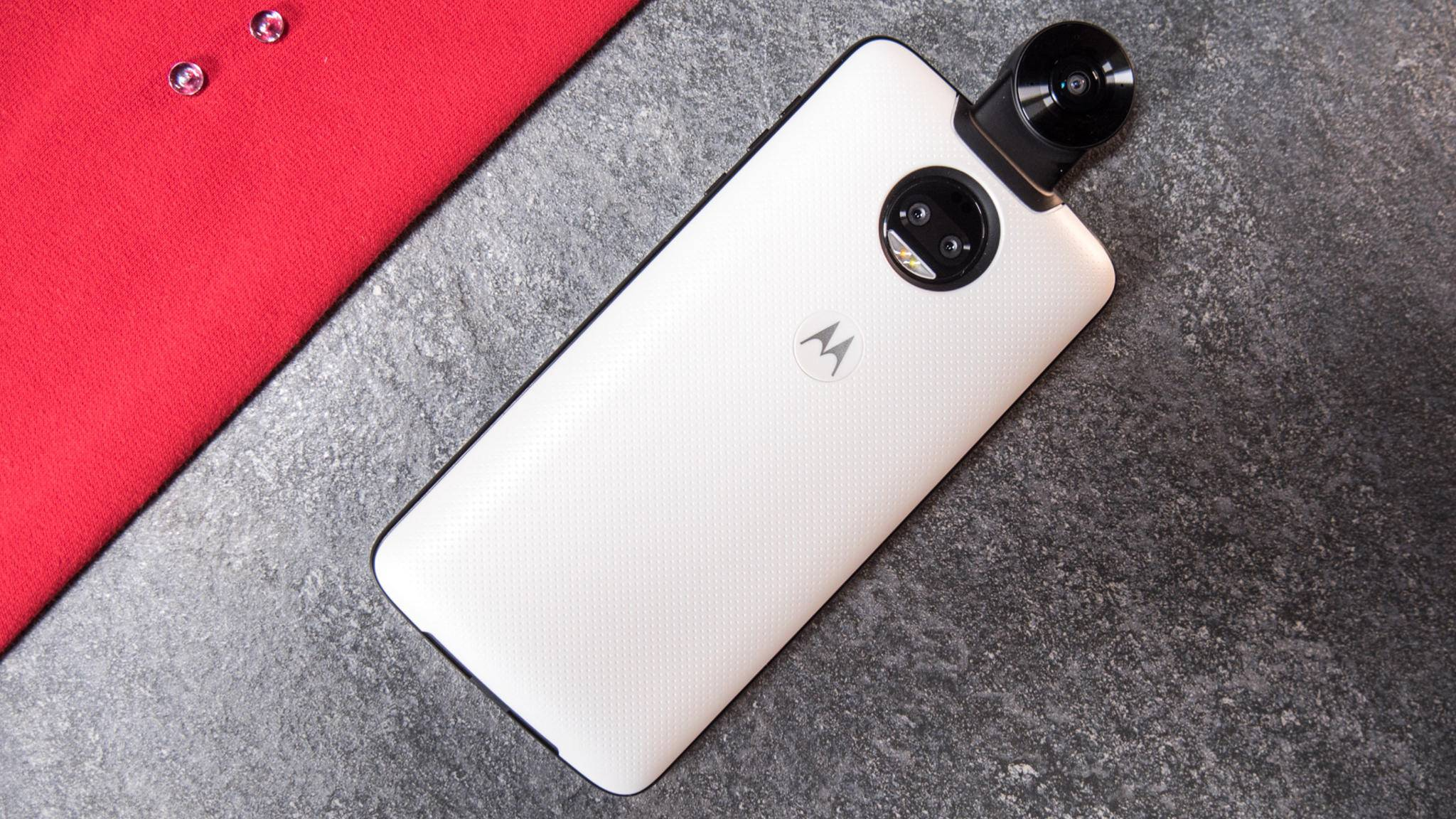 Mit dem Moto-360-Camera-Mod mutiert das Smartphone zur 360-Grad-Kamera.