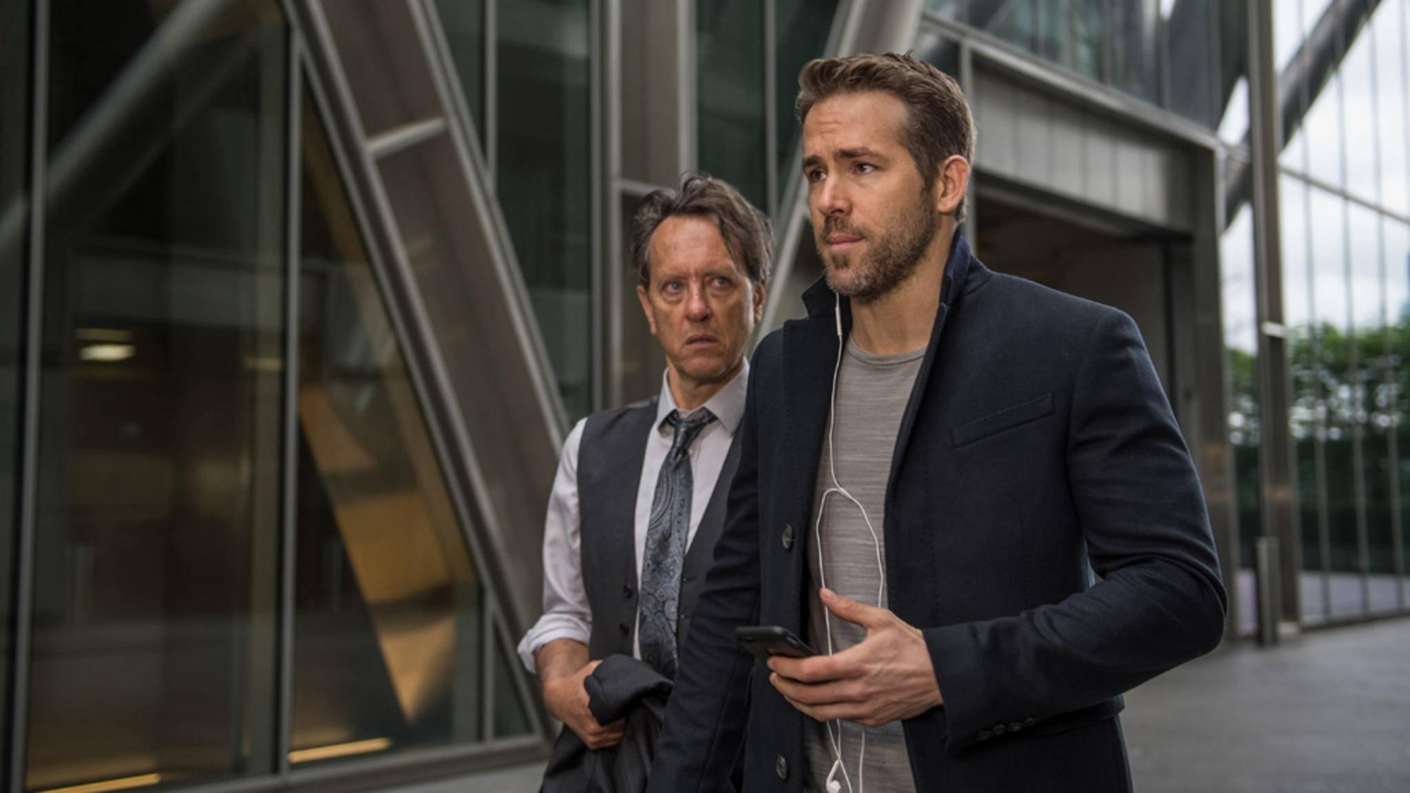 """Sehen wir bald doppelt? Ryan Reynolds (hier rechts im Bild in """"Hitman's Bodyguard"""") könnte neben seiner Hauptrolle als Wade Wilson auch noch sich selbst spielen."""