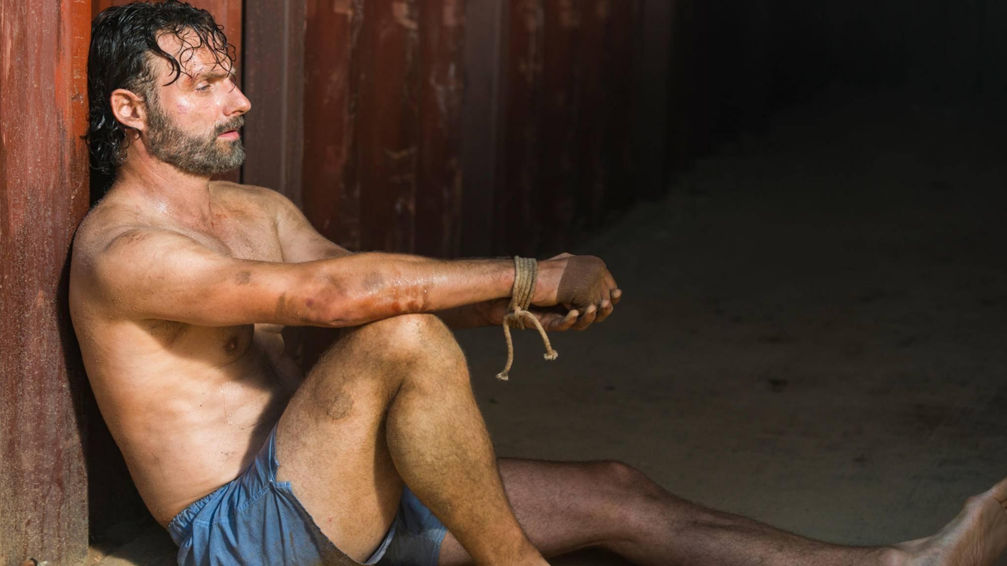 """""""The Walking Dead""""-Star Andrew Lincoln hätte offenbar gerne auf die Boxershorts verzichtet."""
