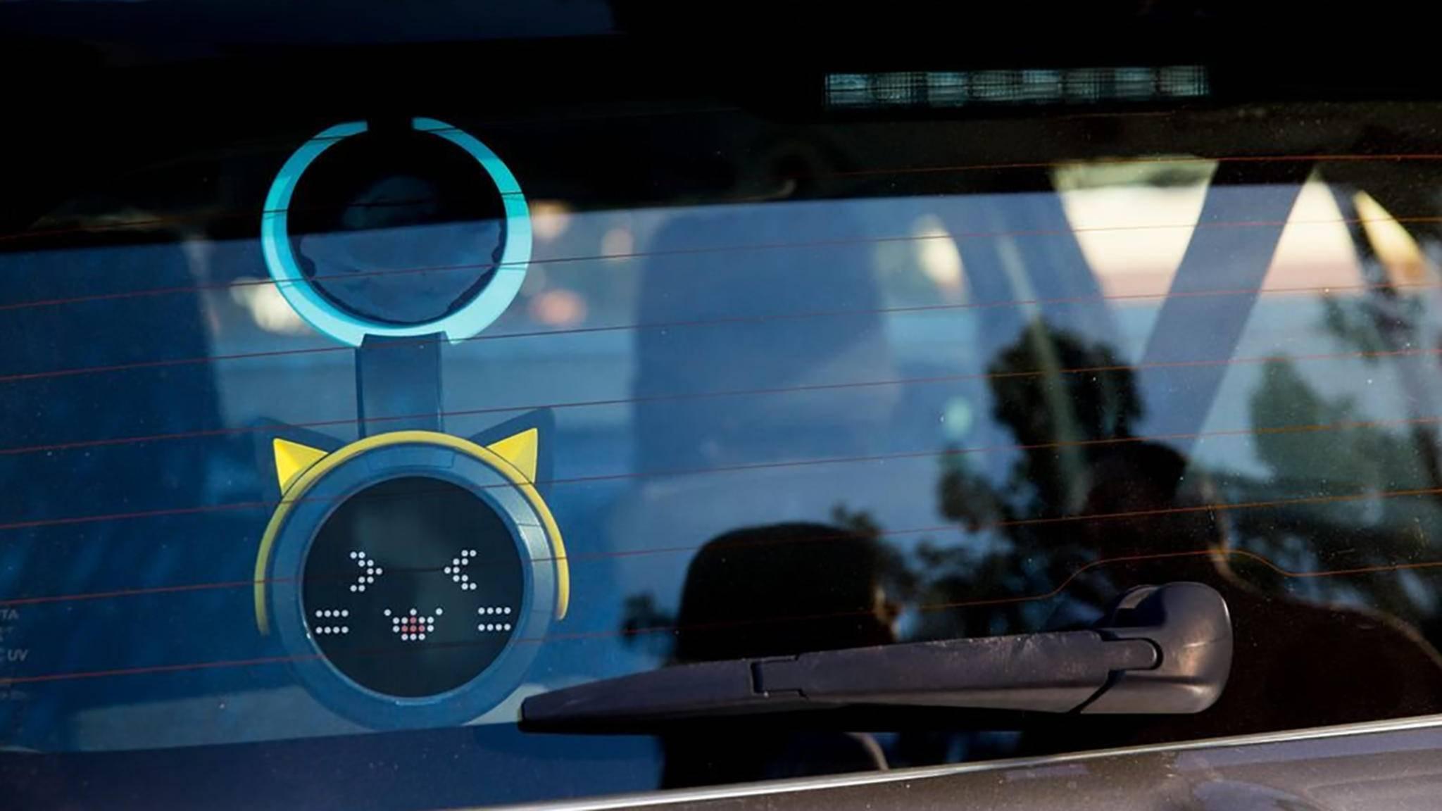 Mit Car Wink kann man dem Fahrer hinter einem Signale geben.