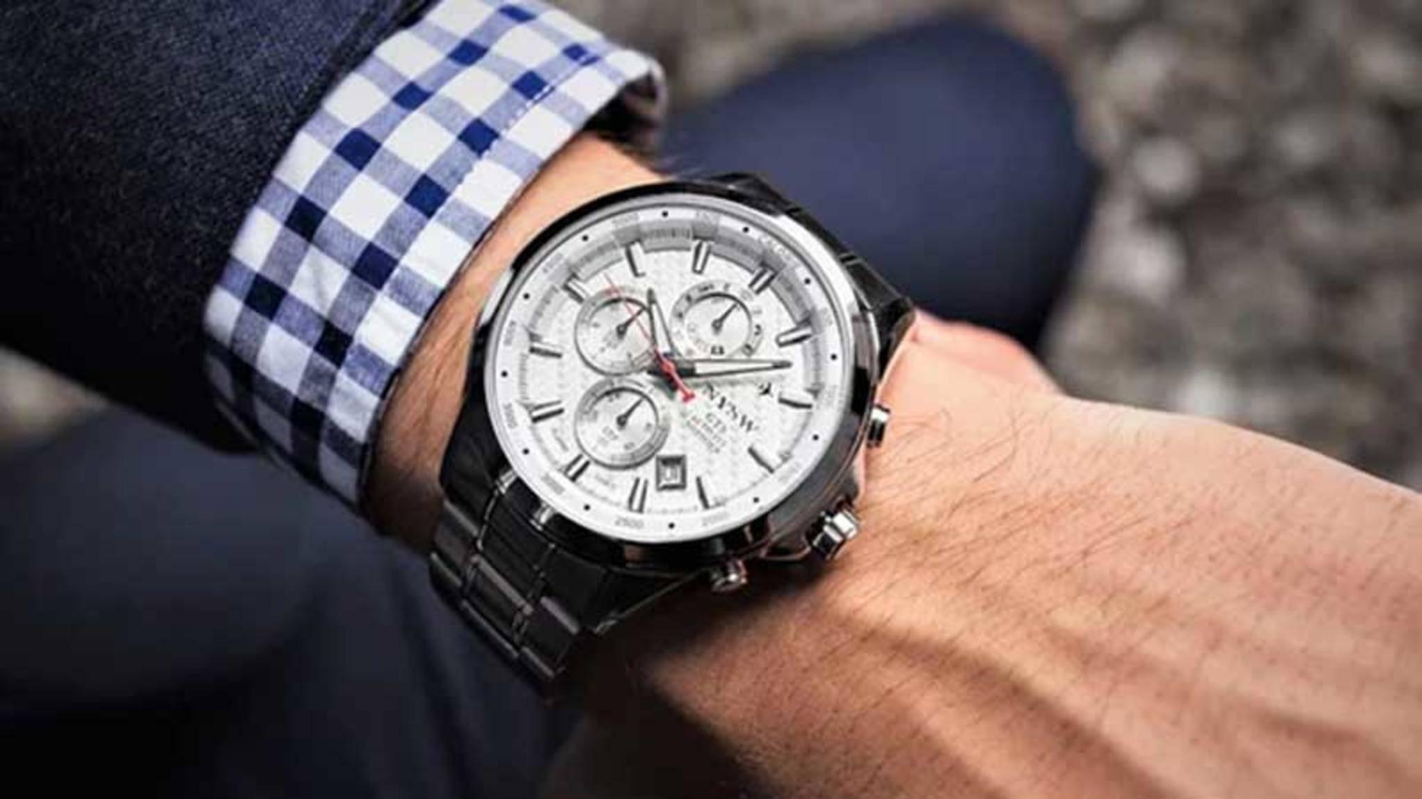 Die NYSW ist eine analoge Smartwatch.