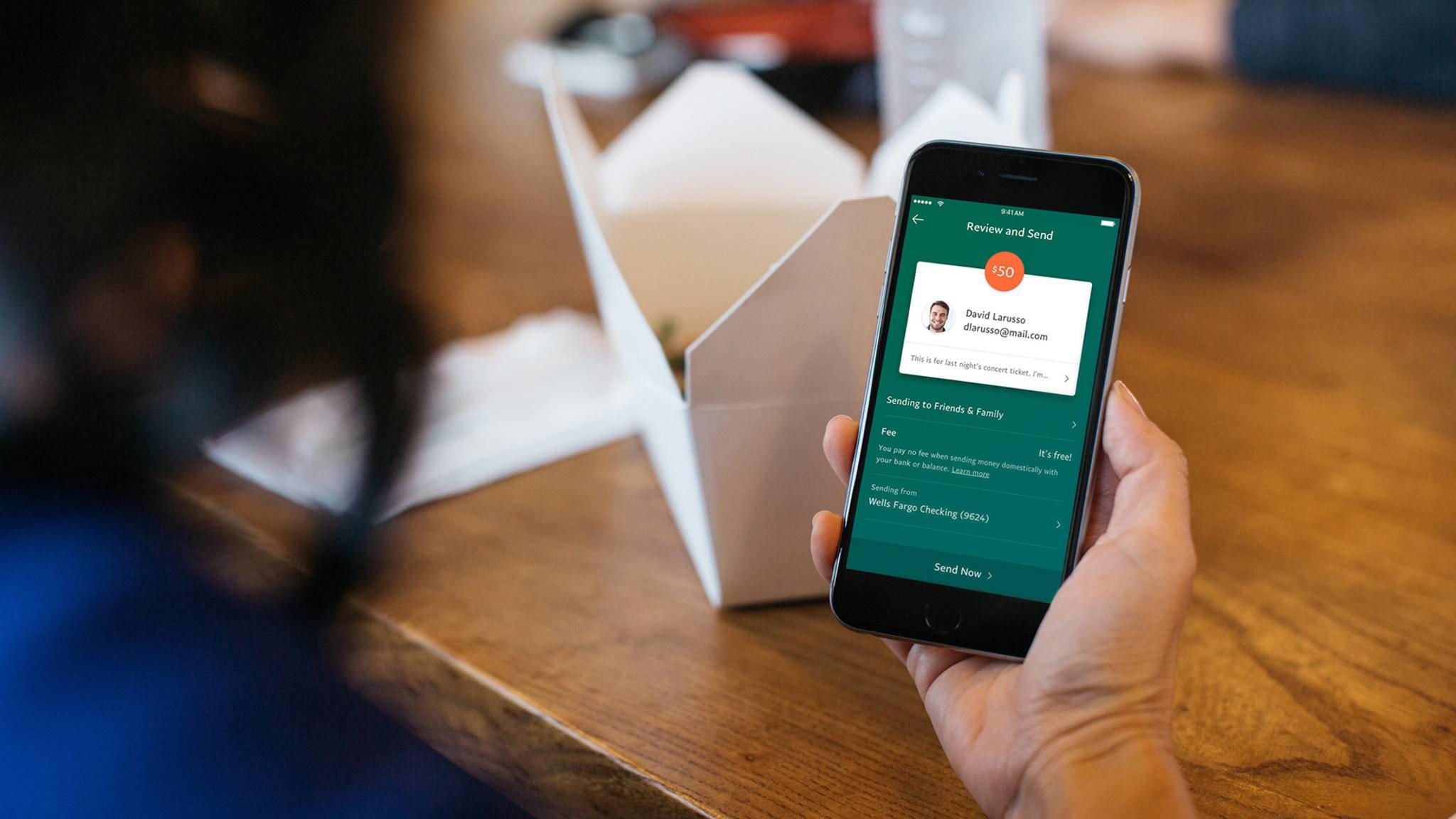Mit PayPal kannst Du Geld im Handumdrehen an Freunde senden.