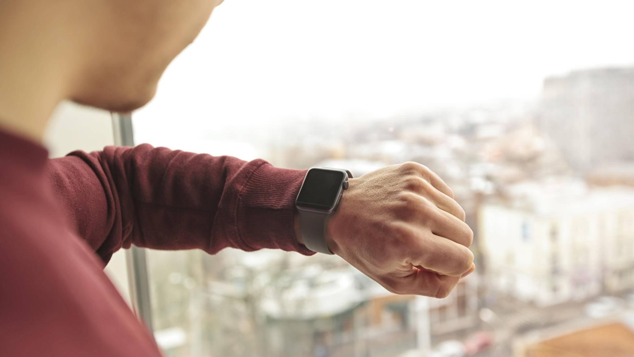 WhatsApp-Nachrichten können dank Spiegelung direkt auf der Apple Watch mit vordefinierten Mitteilungen beantwortet werden.