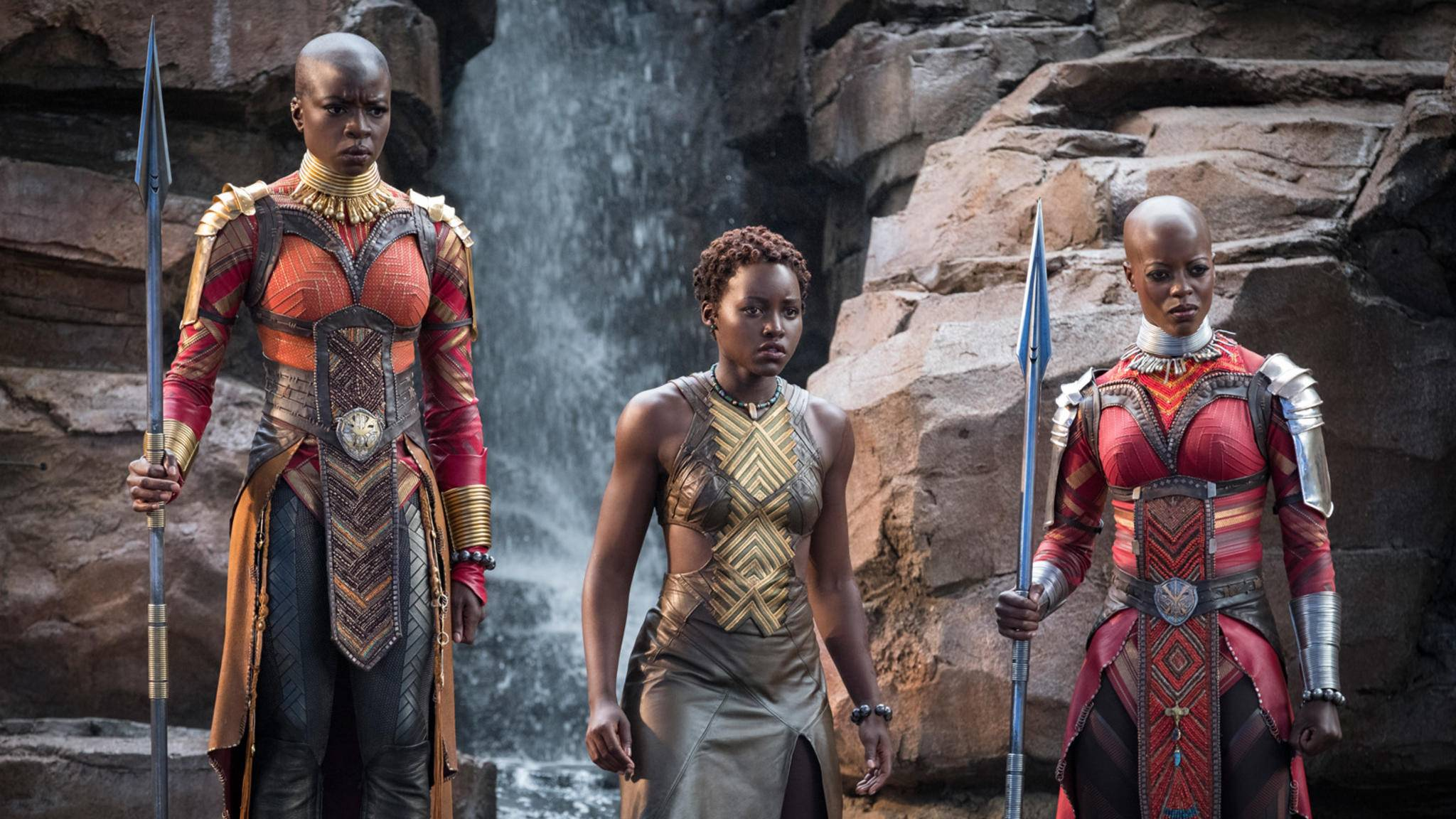 "Danai Gurira (links) und Lupita Nyong'o (Mitte) überzeugten bereits in ""Black Panther""."