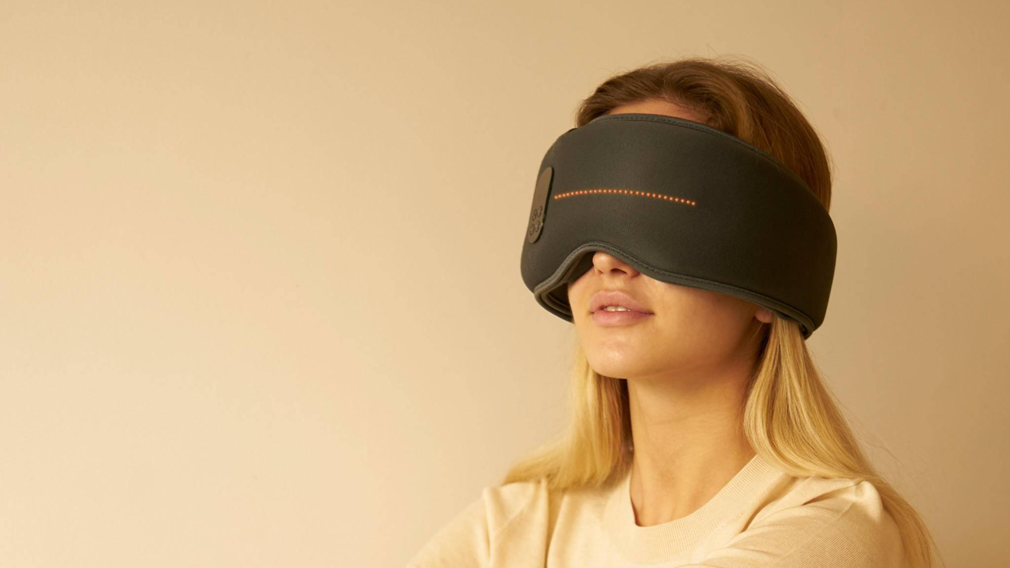 Diese Maske soll erholsamen Schlaf garantieren.
