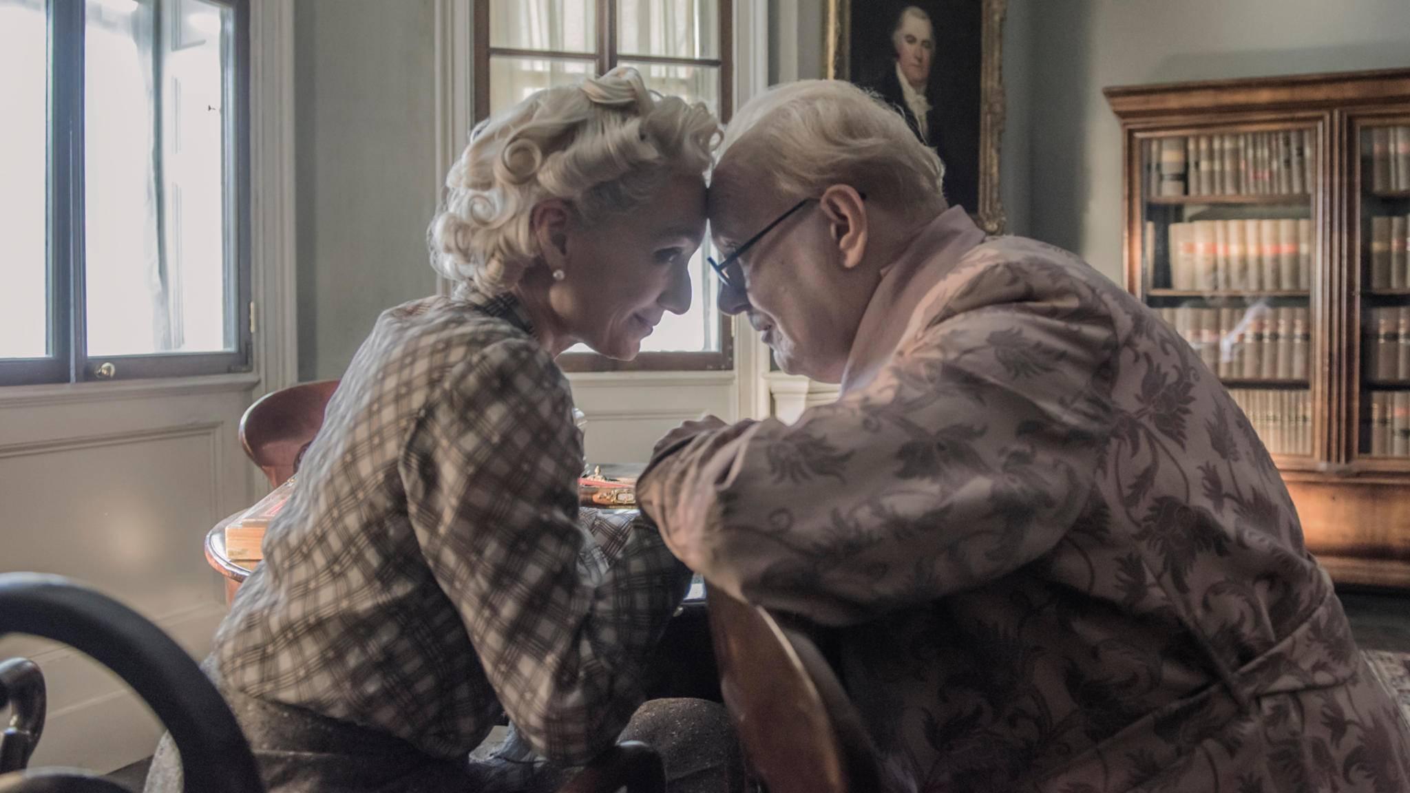 Unterstützung bekommt Churchill in dieser Stunde der Not von seiner Ehefrau Clemmie.