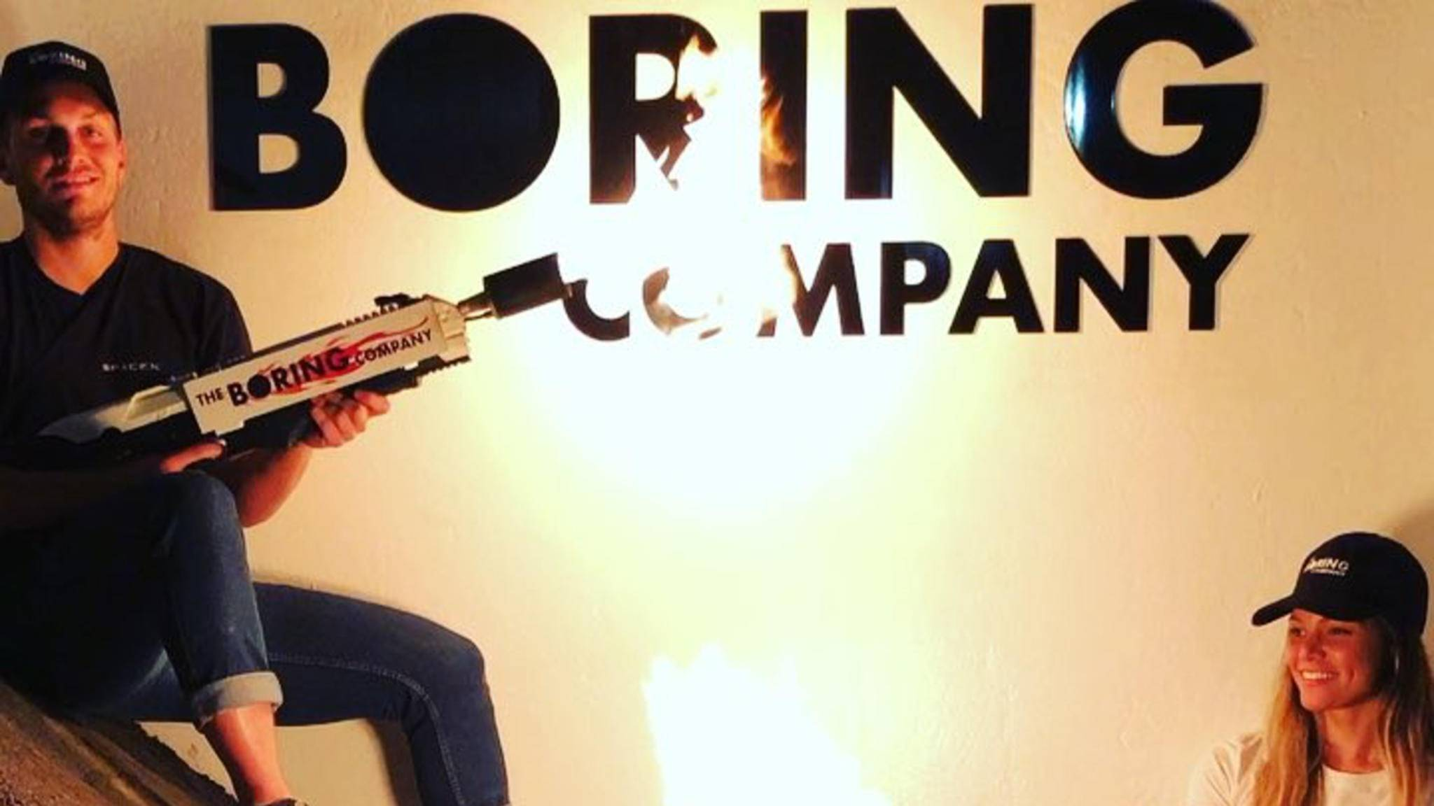 Nur ein harmloser Spaß? Der Flammenwerfer von Elon Musk.