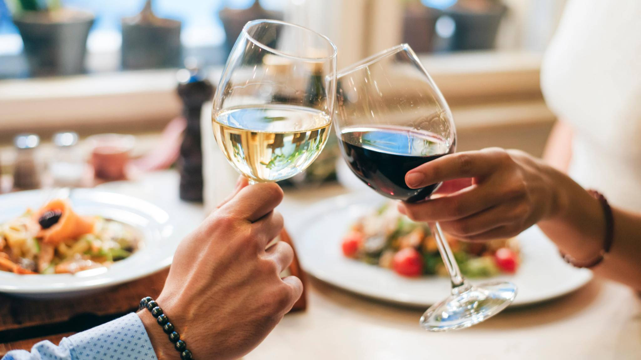 Ein edler Tropfen zum Essen gehört für viele dazu – mit diesen Wein-Gadgets genießt es sich gleich noch viel besser.