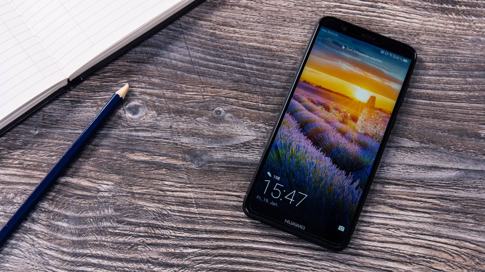 Das Huawei P Smart bietet ein modernes Design und eine solide Ausstattung zum niedrigen Preis.
