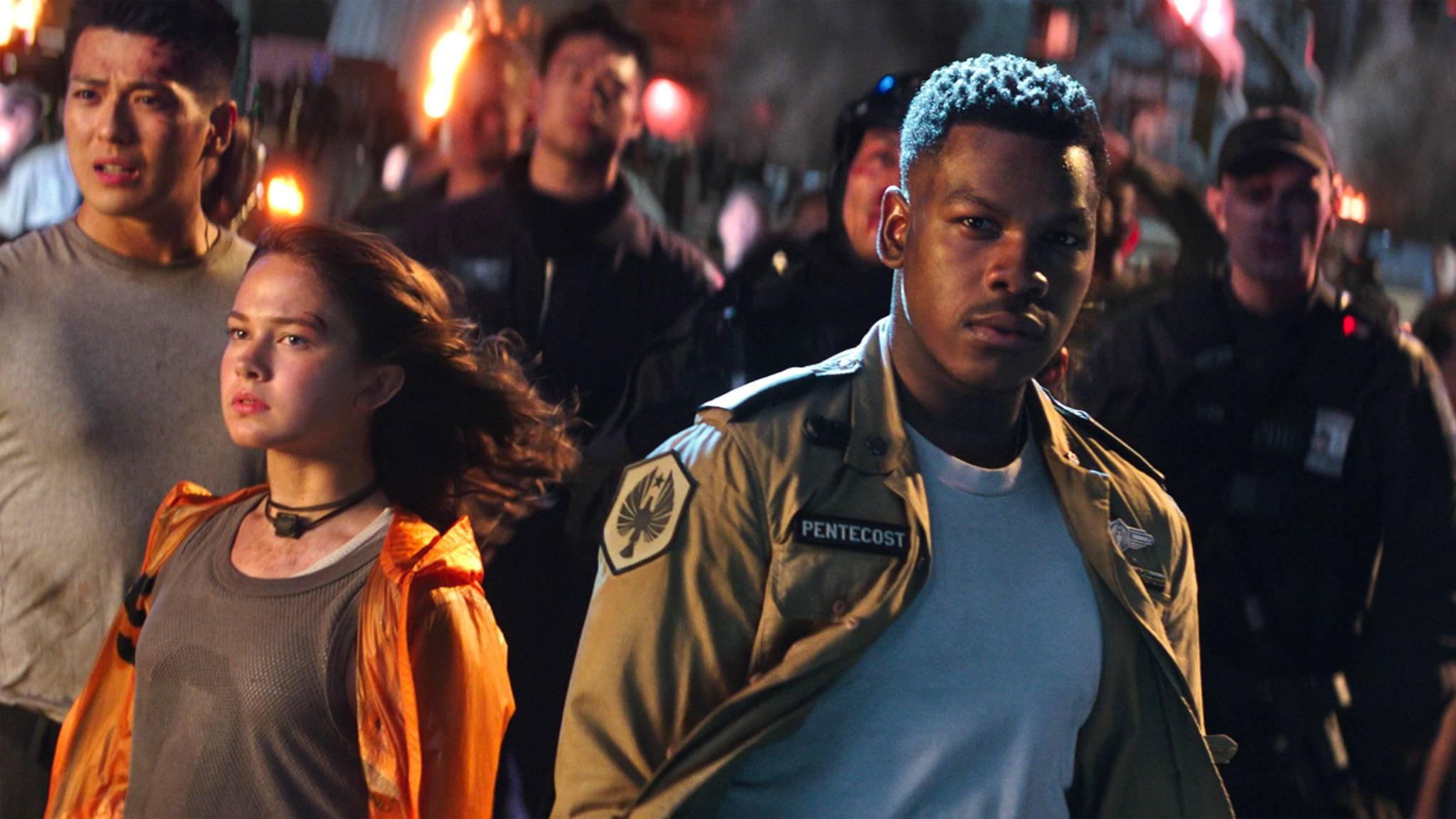 """John Boyega und Co. dürften sich über den sehr guten Kinostart von """"Pacific Rim: Uprising"""" freuen."""