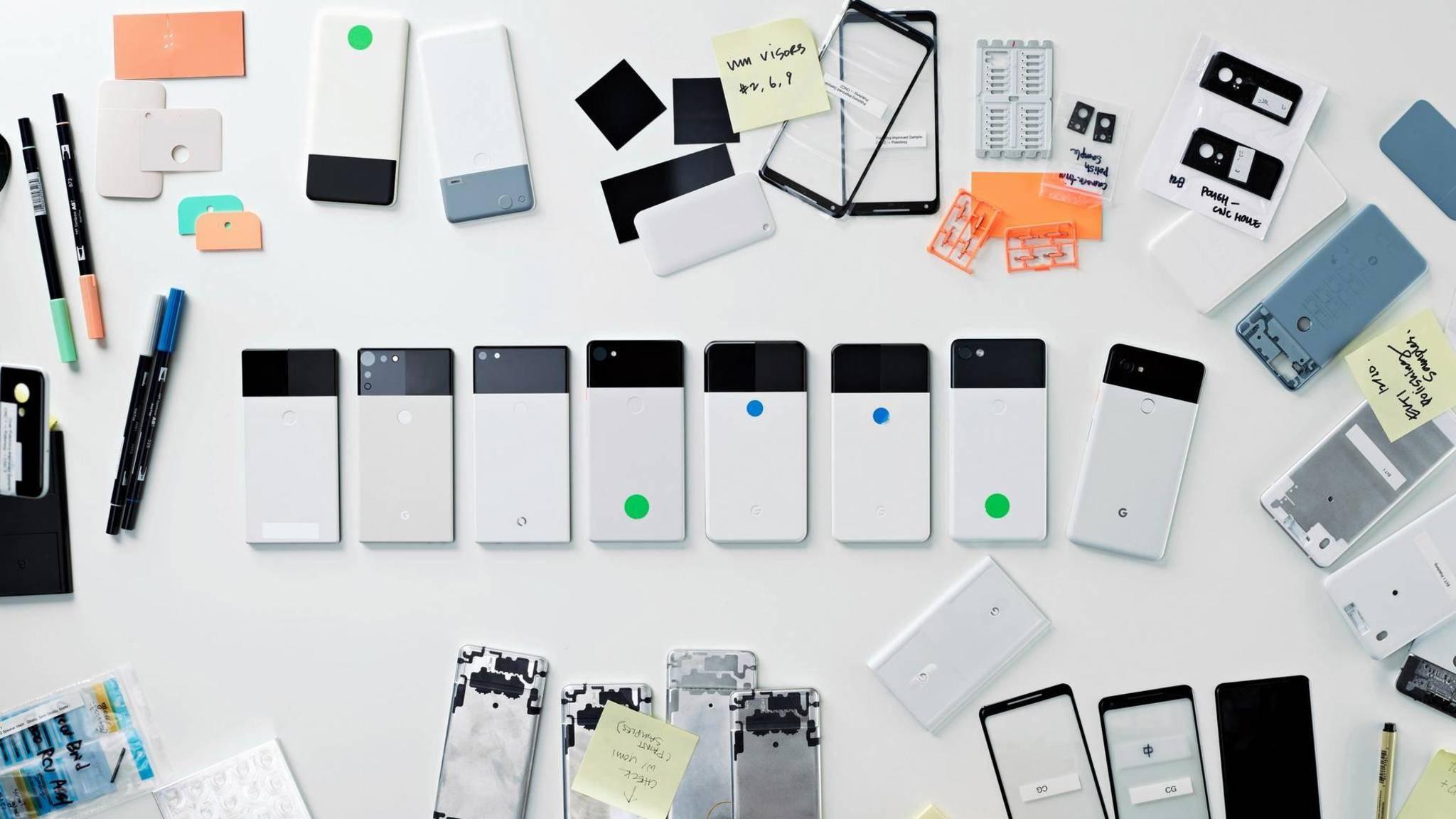 Hier sehen wir mehrere Prototypen des Google Pixel 2.