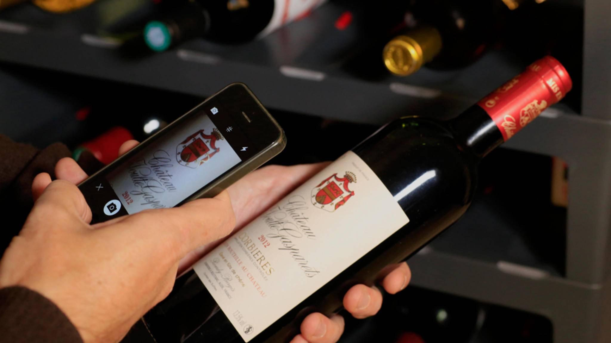 Ein Schnappschuss und die App fügt den gekauften Wein automatisch dem bestehenden Inventar hinzu.