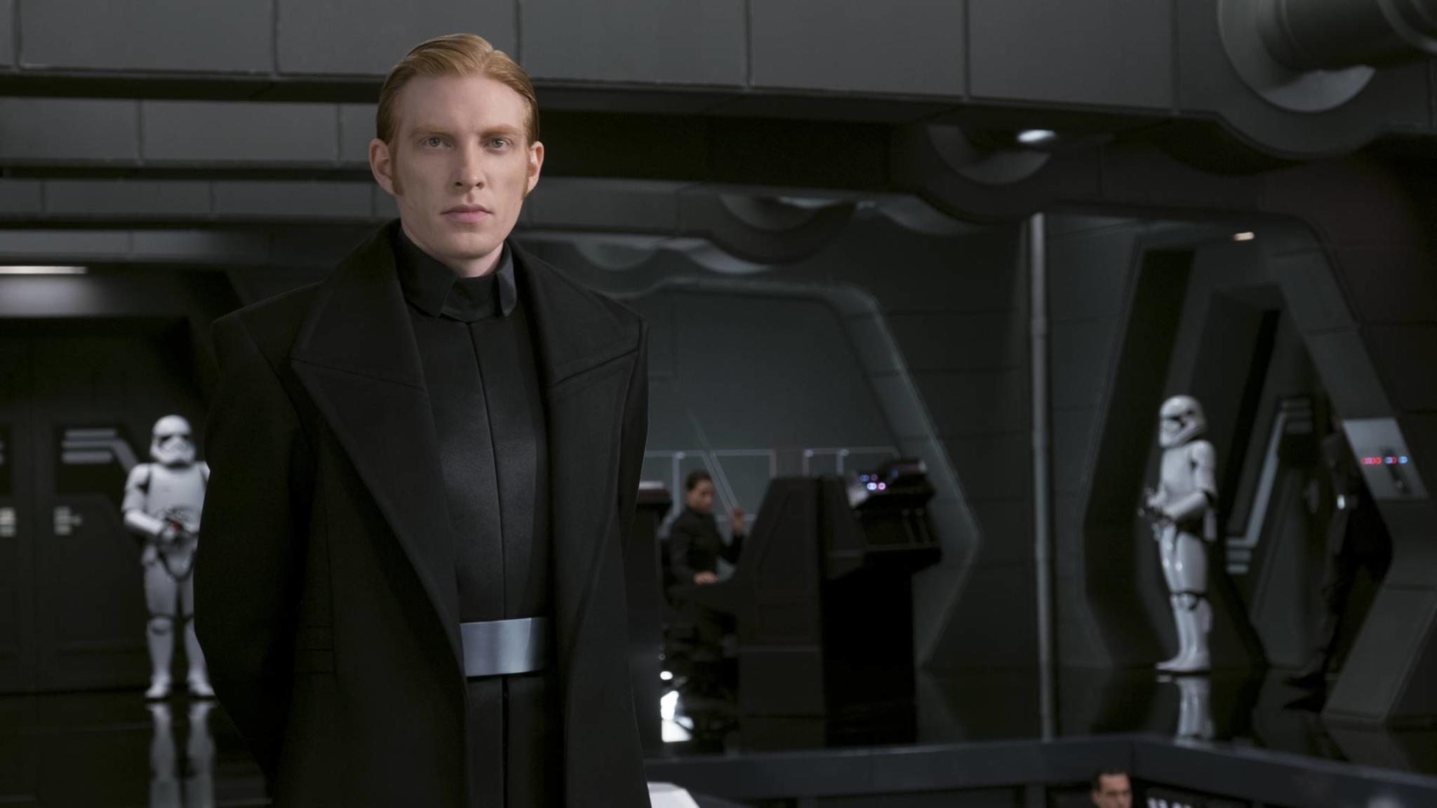 General-Hux-Darsteller Domhnall Gleeson verspricht Überraschungen für Episode 9 der Sternensaga,