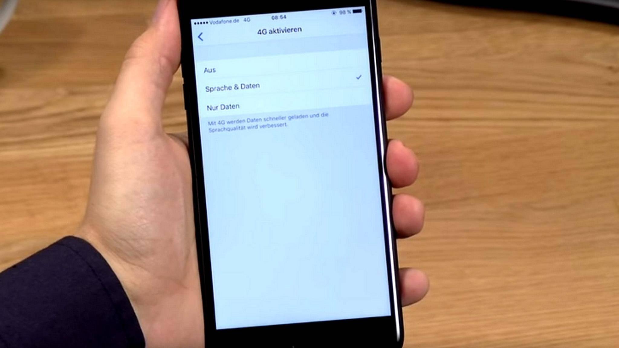 """Auf dem iPhone muss zunächst """"Sprache und Daten"""" in den 4G-Einstellungen aktivuiert werden."""