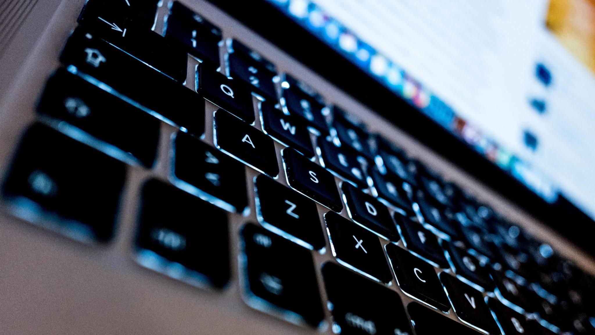 Auch Macs und iPhones sind von den beiden kritischen Schwachstellen betroffen.