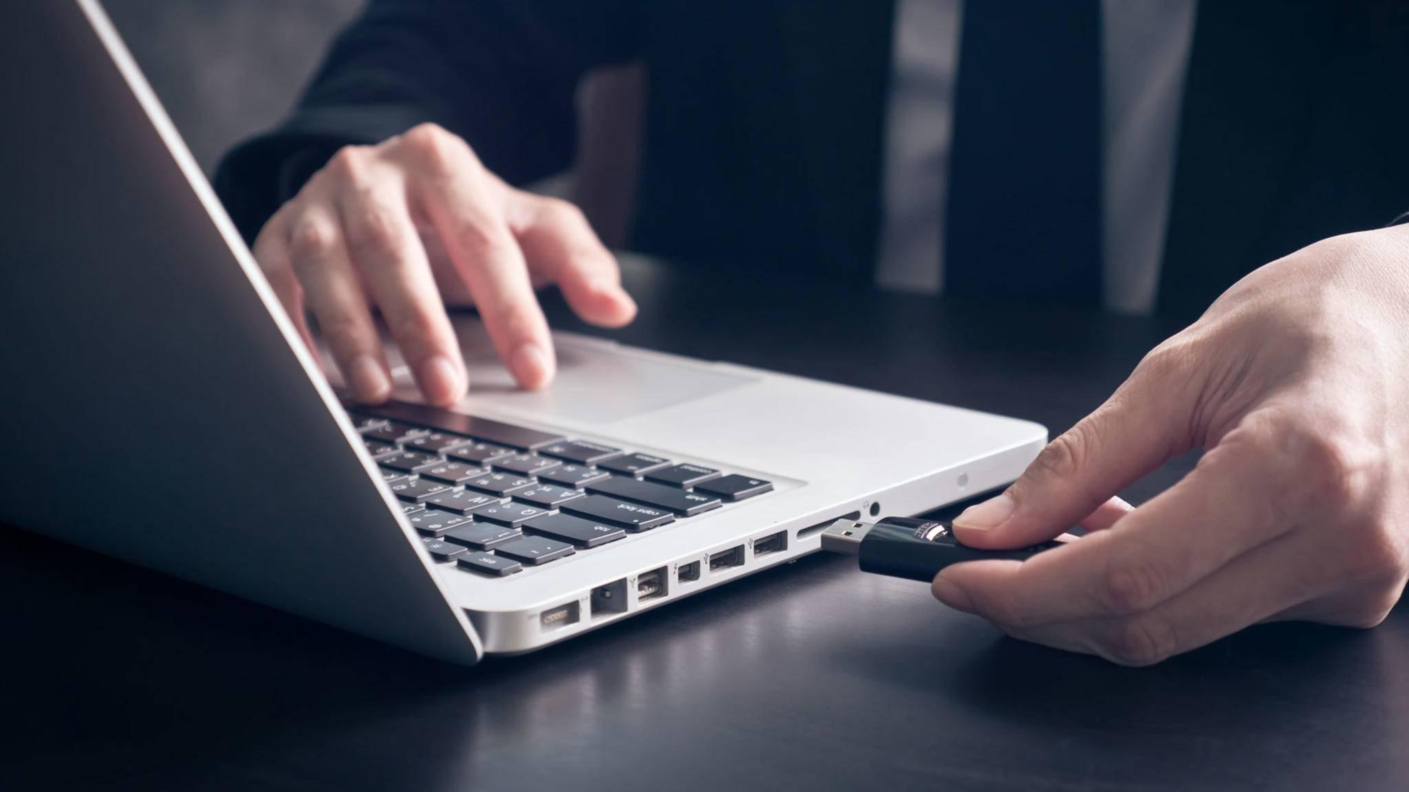 Wie erläutern, wie das Formatieren eines USB-Sticks gelingt.