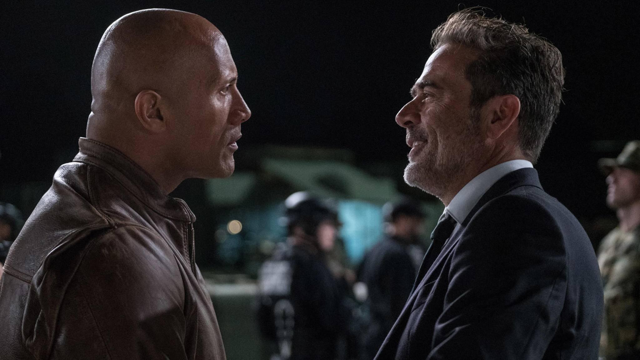 Wer den Kampf Hobbs vs. Negan wohl gewinnen würde? Jeffrey Dean Morgan (rechts) scheint sich zumindest für den härteren Kerl zu halten.