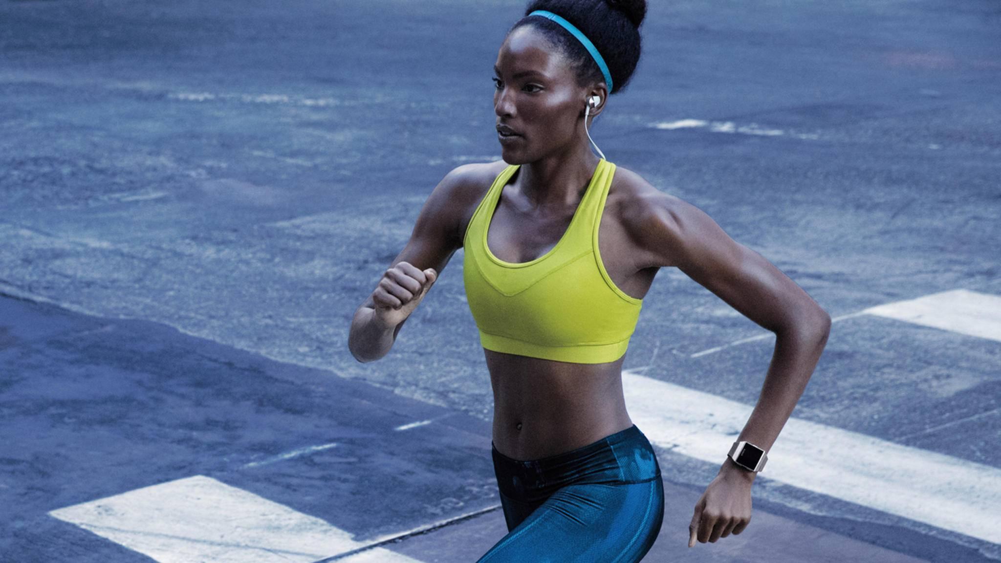 Von der Adidas-Edition der Fitbit Ionic können besonders Läufer profitieren.