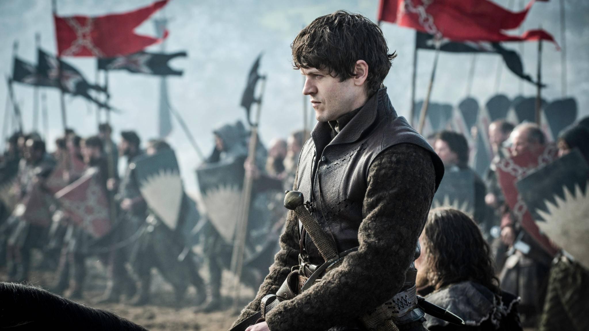 Ramsay Bolton tritt in der Schlacht der Bastarde gegen Jon Snow an.