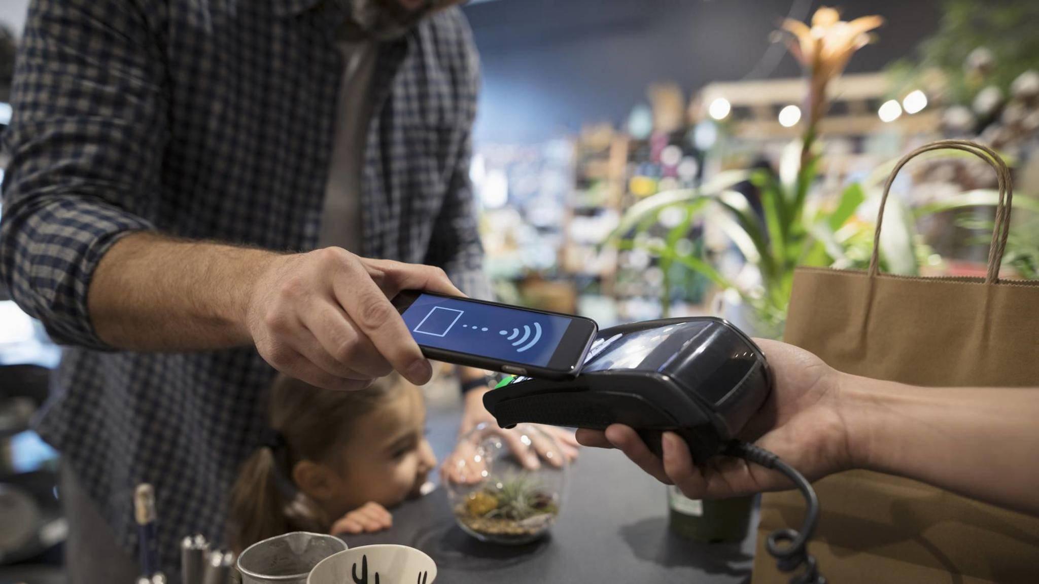 Auch Sparkassen-Kunden können ab sofort mit dem Smartphone bezahlen.
