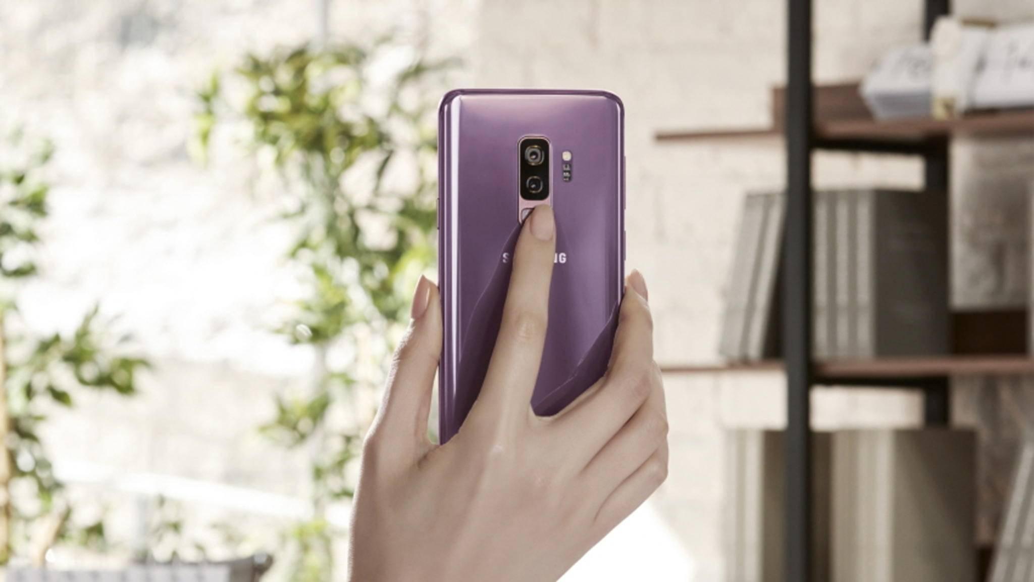 Der Fingerabdrucksensor ist beim Galaxy S9 und S9 Plus besser zu erreichen.