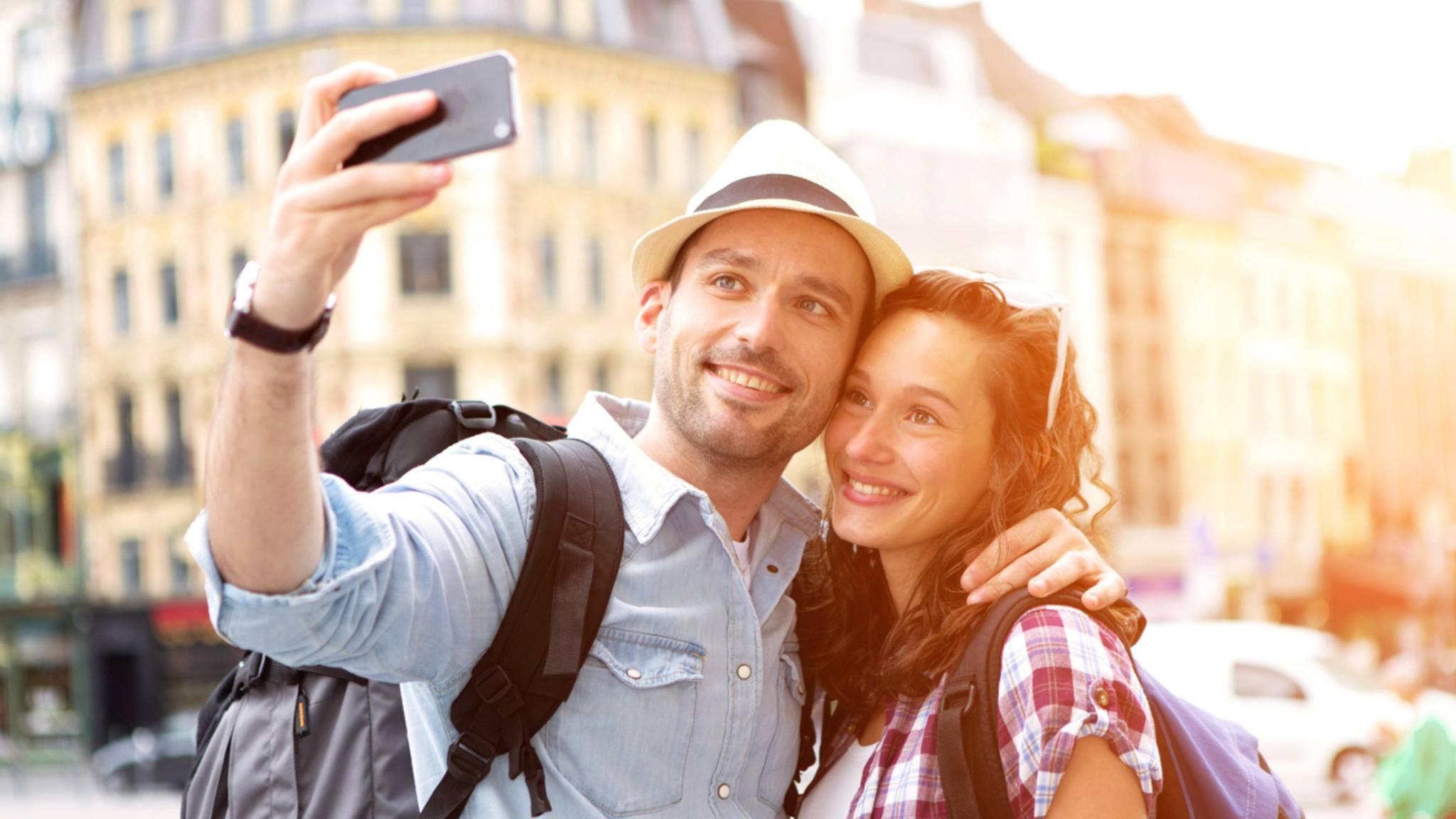 Fröhliche Selfies könnten von Facebook automatisch die passenden Filter verpasst bekommen.