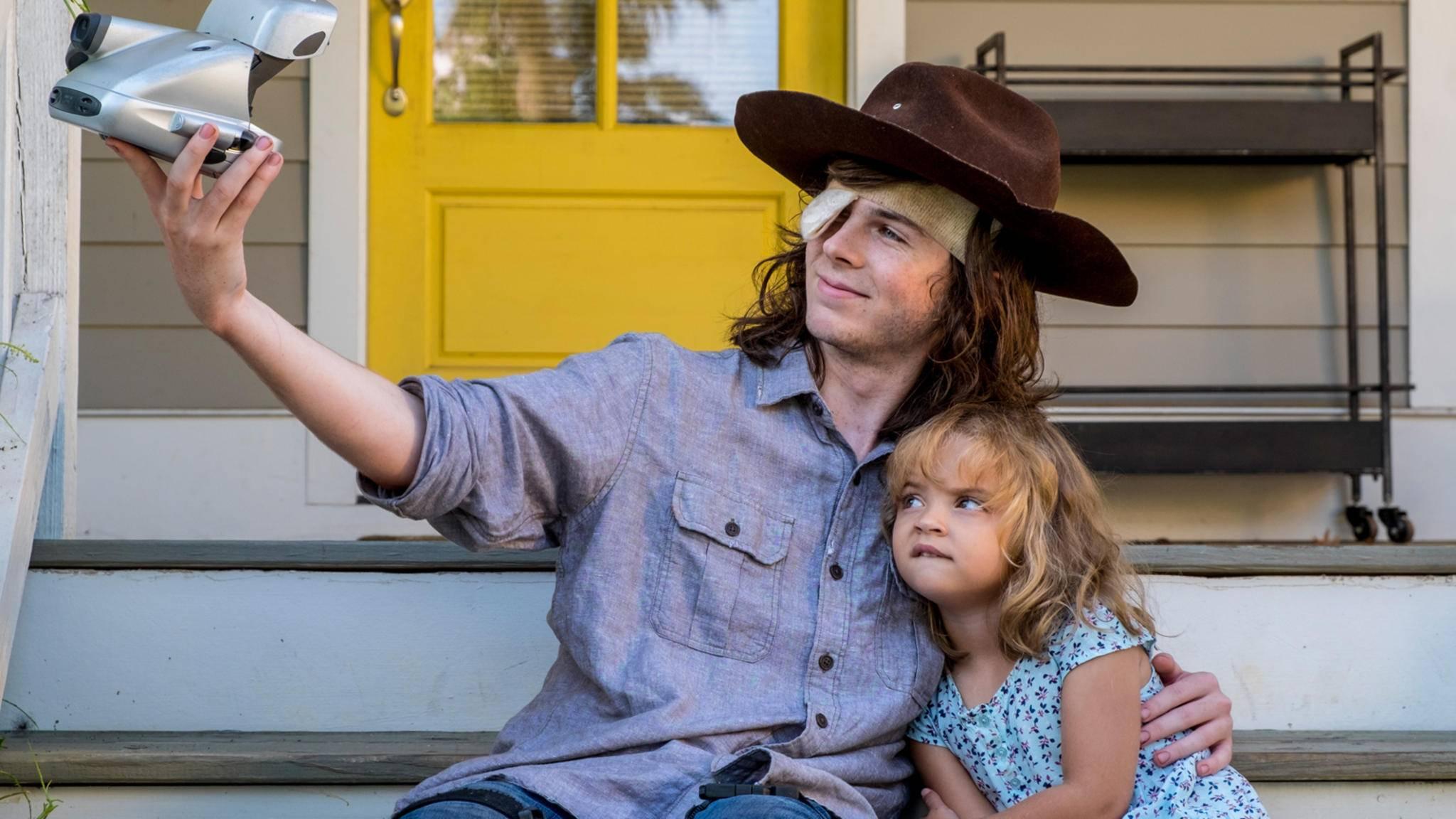 Cheeese! Carl und Judith machen in Staffel 8 endlich mal ein gemeinsames Foto.