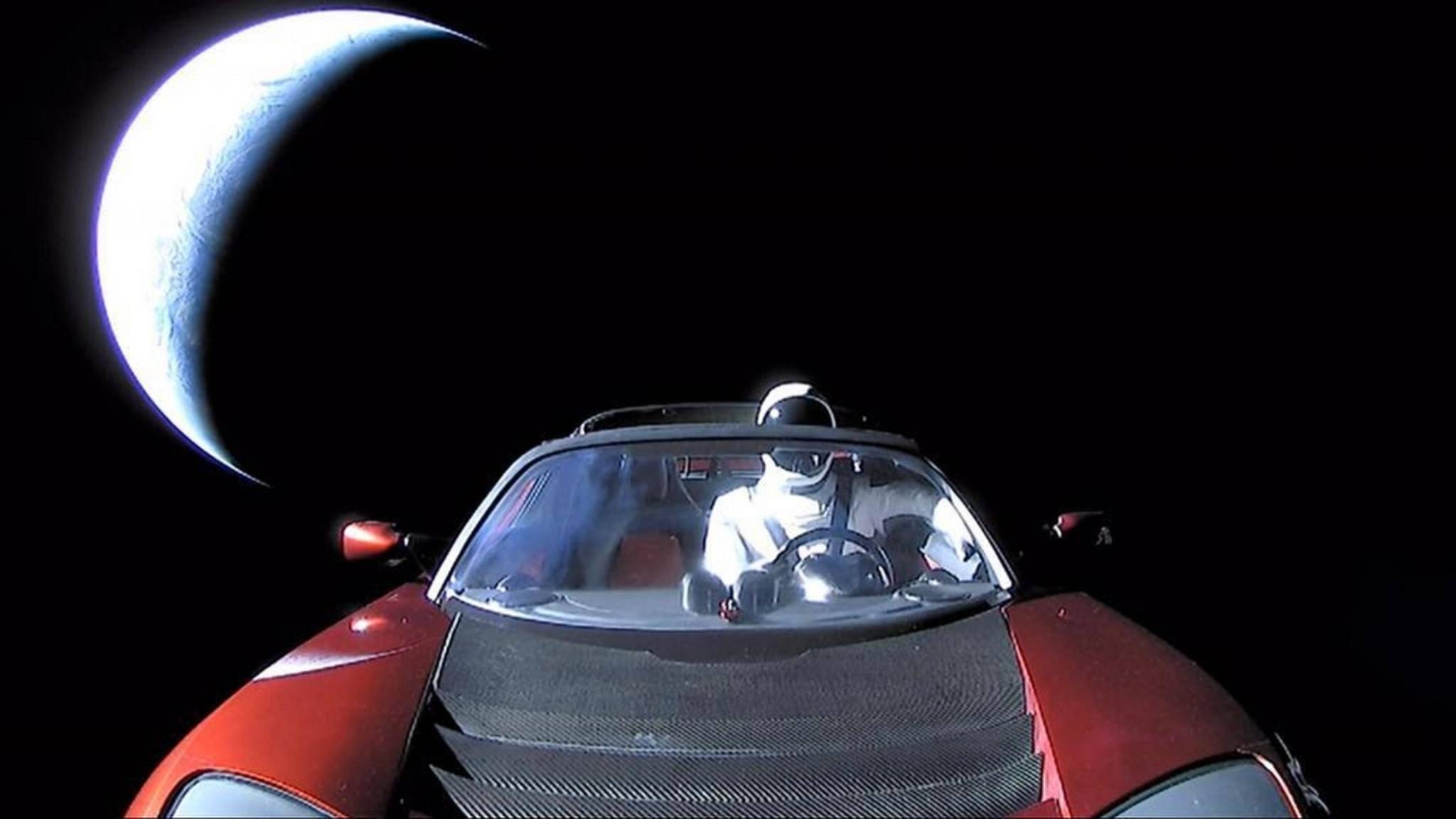 """Das letzte Bild vom """"Starman"""" im Weltraum-Tesla bevor der Kamera der Saft ausging."""