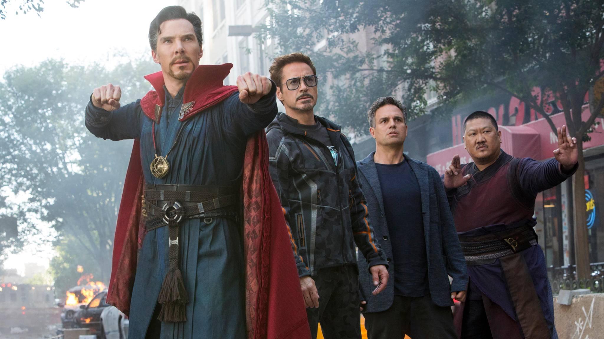 Da darf man schon mal starren: Auch Doctor Strange (links) und Wong (rechts) haben neue Charakterposter bekommen.