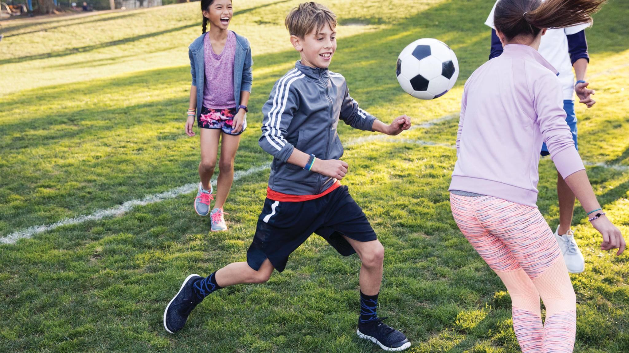 Bringt Fitbit noch einen Fitness-Tracker für Kinder ins Spiel?
