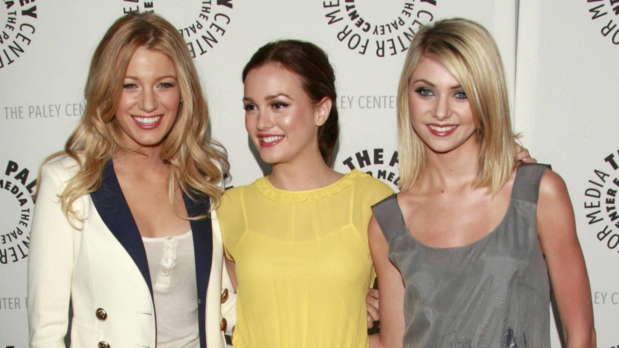 """Sechs Staffeln lang wurden Serena (Blake Lively, links), Blair (Leighton Meester, in der Mitte) und Jenny (Taylor Momsen, rechts) in """"Gossip Girl"""" Opfer von Intrigen – und zettelten selbst die eine oder andere Gemeinheit an."""