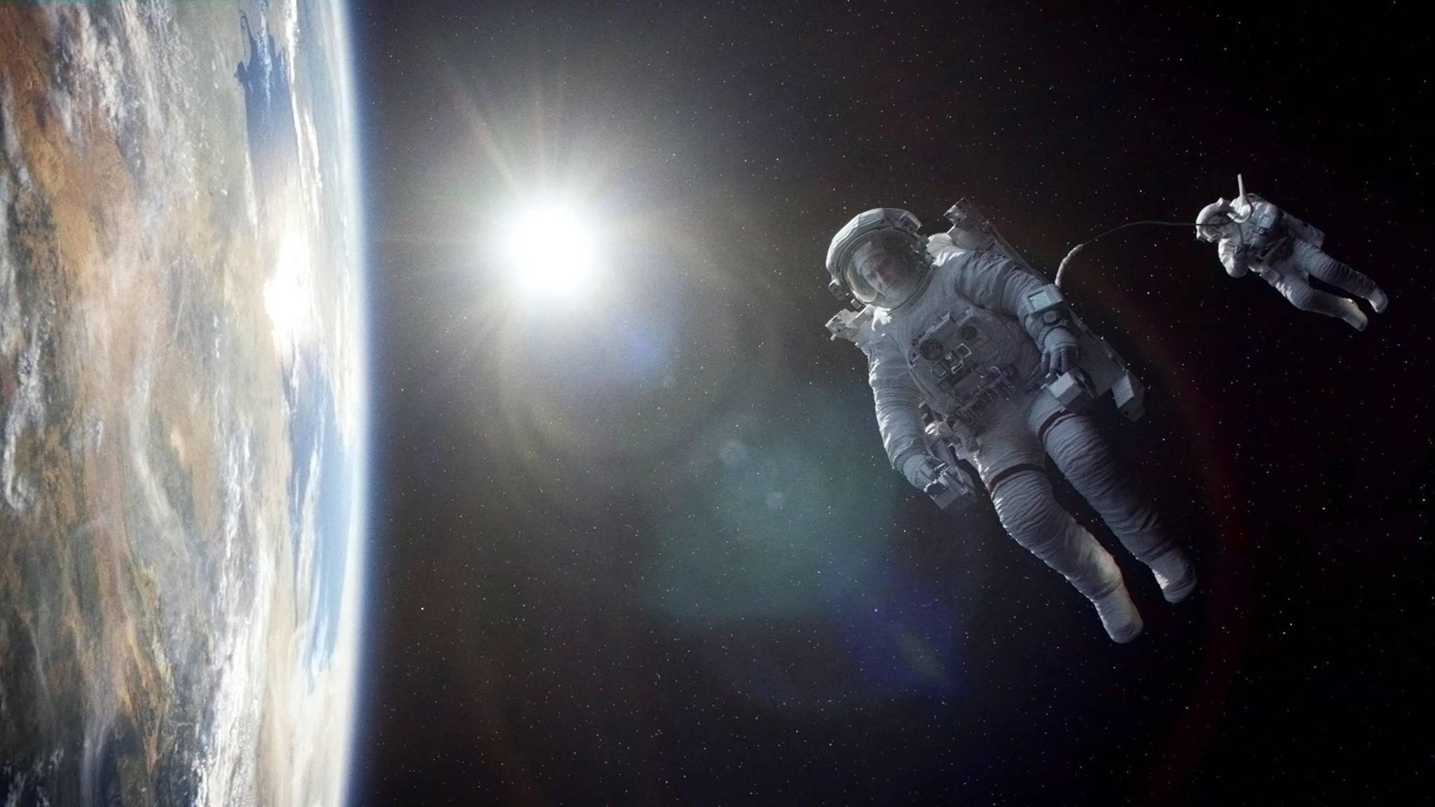 """Ganze zwölf Minuten verfolgt der Zuschauer die beiden Astronauten zu Beginn von """"Gravity""""."""
