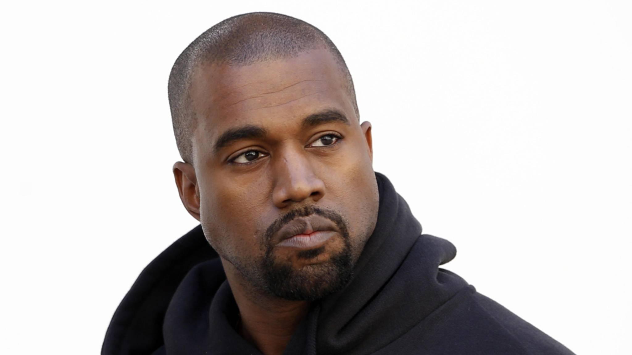 Fans von Kanye West sollen sich gegenseitig so sehr lieben, wie der Rapper sich selbst, heißt es in Medienberichten.