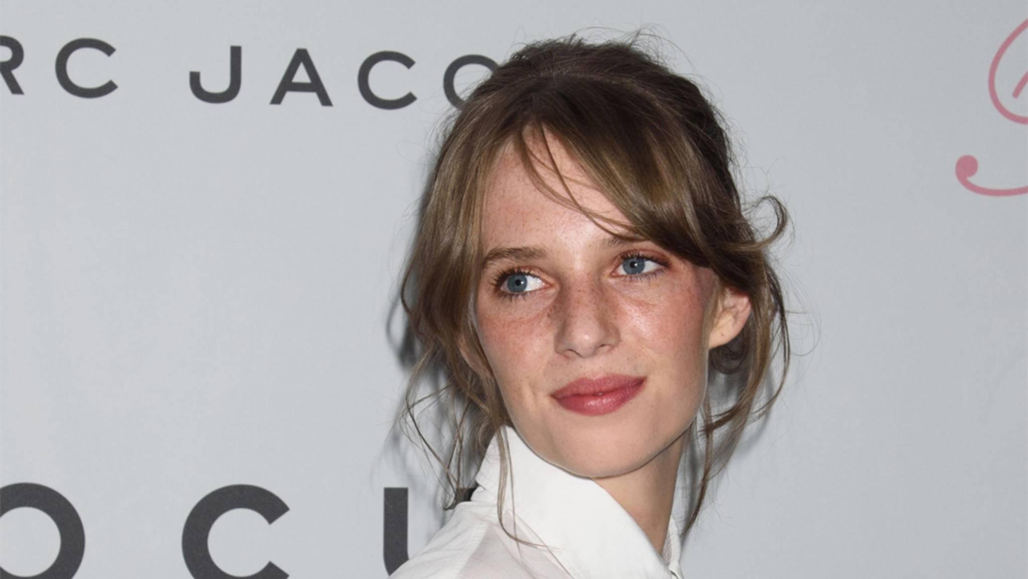 """Schauspielerin Maya Hawke mischt die Jungstruppe in """"Stranger Things"""" auf."""