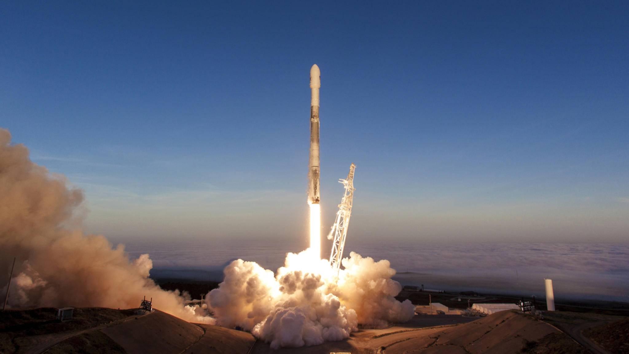 SpaceX will Satelliten ins All schießen, die die USA mit Internet versorgen.