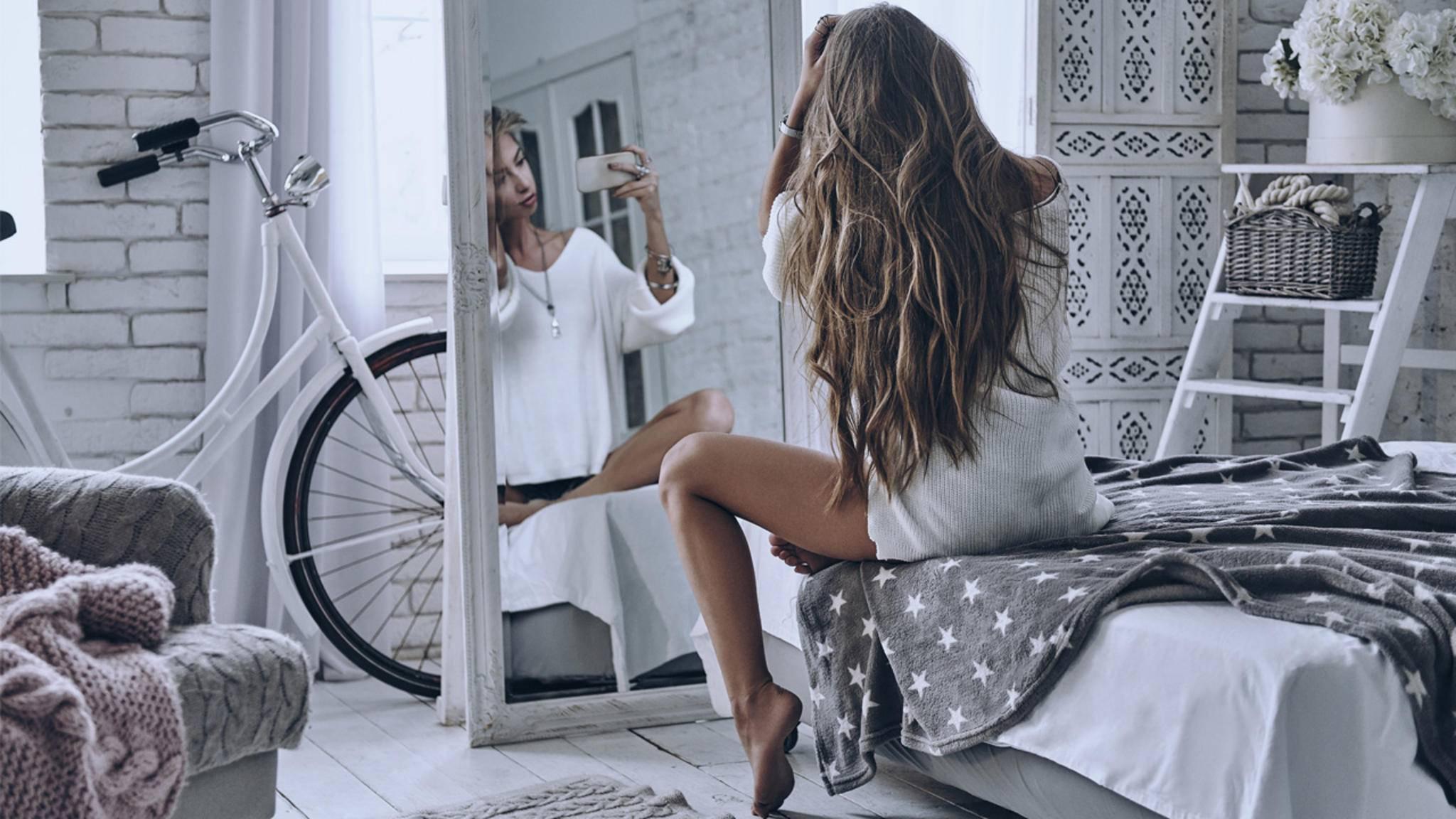 Ein Mirror-Selfie ist die perfekte Möglichkeit, sich selbst mit der Rückkamera des Smartphones zu fotografieren.