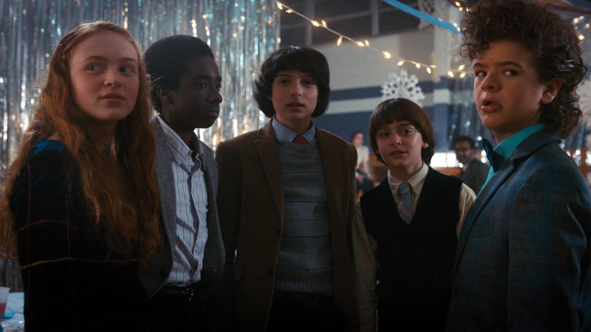 """Die Kids aus """"Stranger Things"""" werden erwachsen und plagen sich in Staffel 3 mit Pärchenproblemen."""
