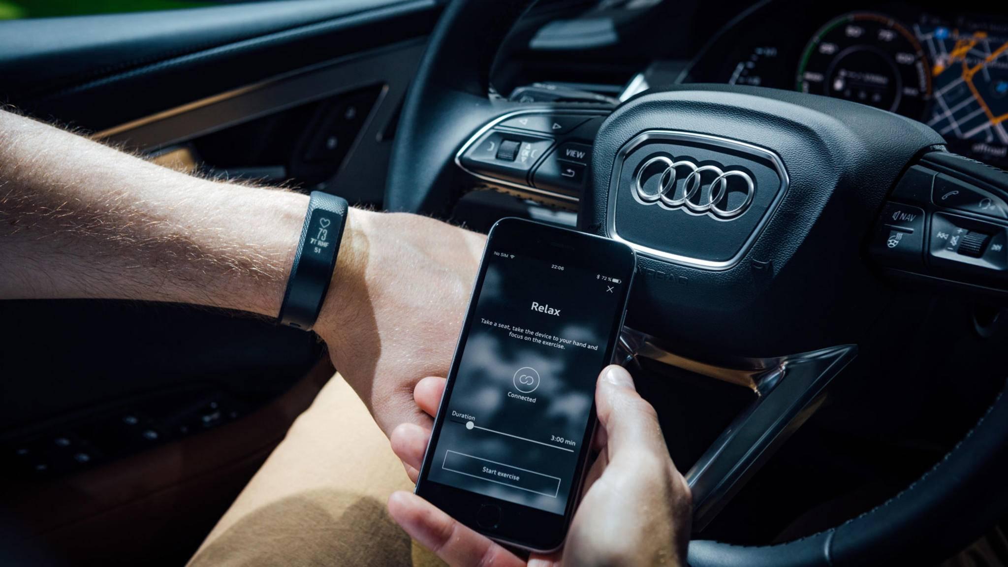 Per Bluetooth kannst Du Dein Smartphone unkompliziert mit dem Autoradio verbinden.