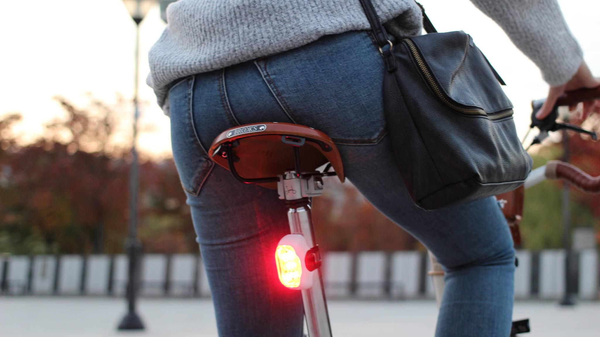 Die LED-Fahrradbeleuchtung Rayo dient auch als Bremslicht.