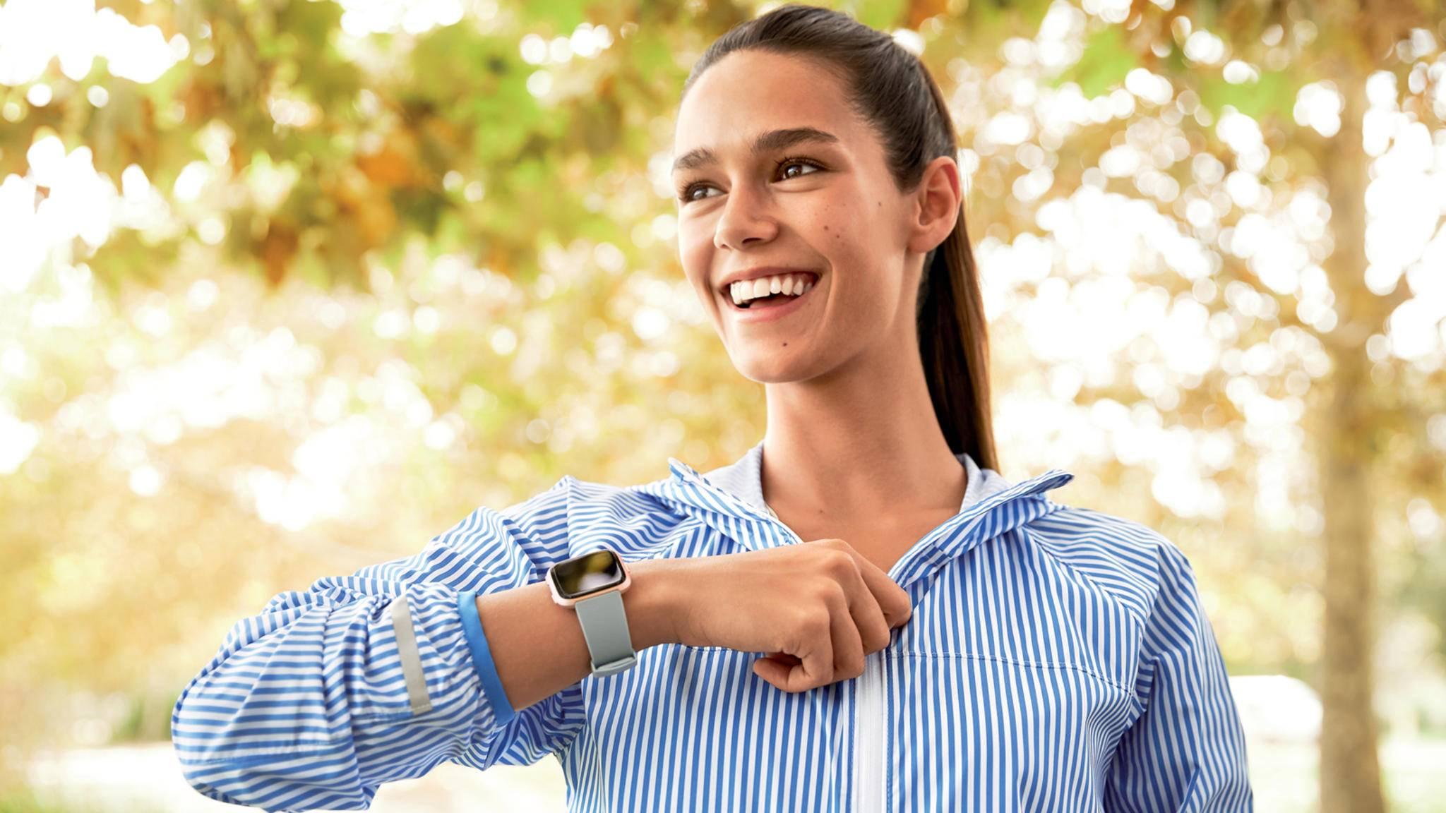 Fitbit hat eine neue Kooperation geschlossen – und die Krankenkassenmitglieder dürfen sich freuen.