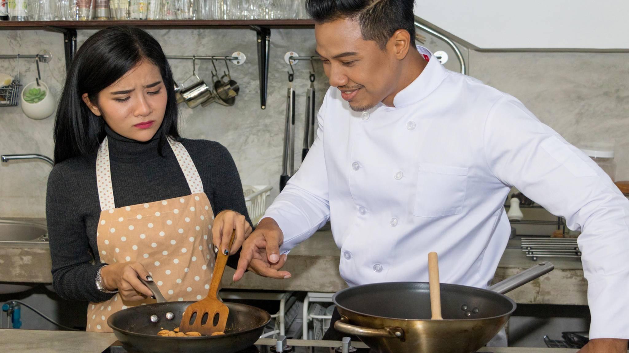 Solche Szenen könnten dank eines neuen Kochroboters aus China bald der Vergangenheit angehören.